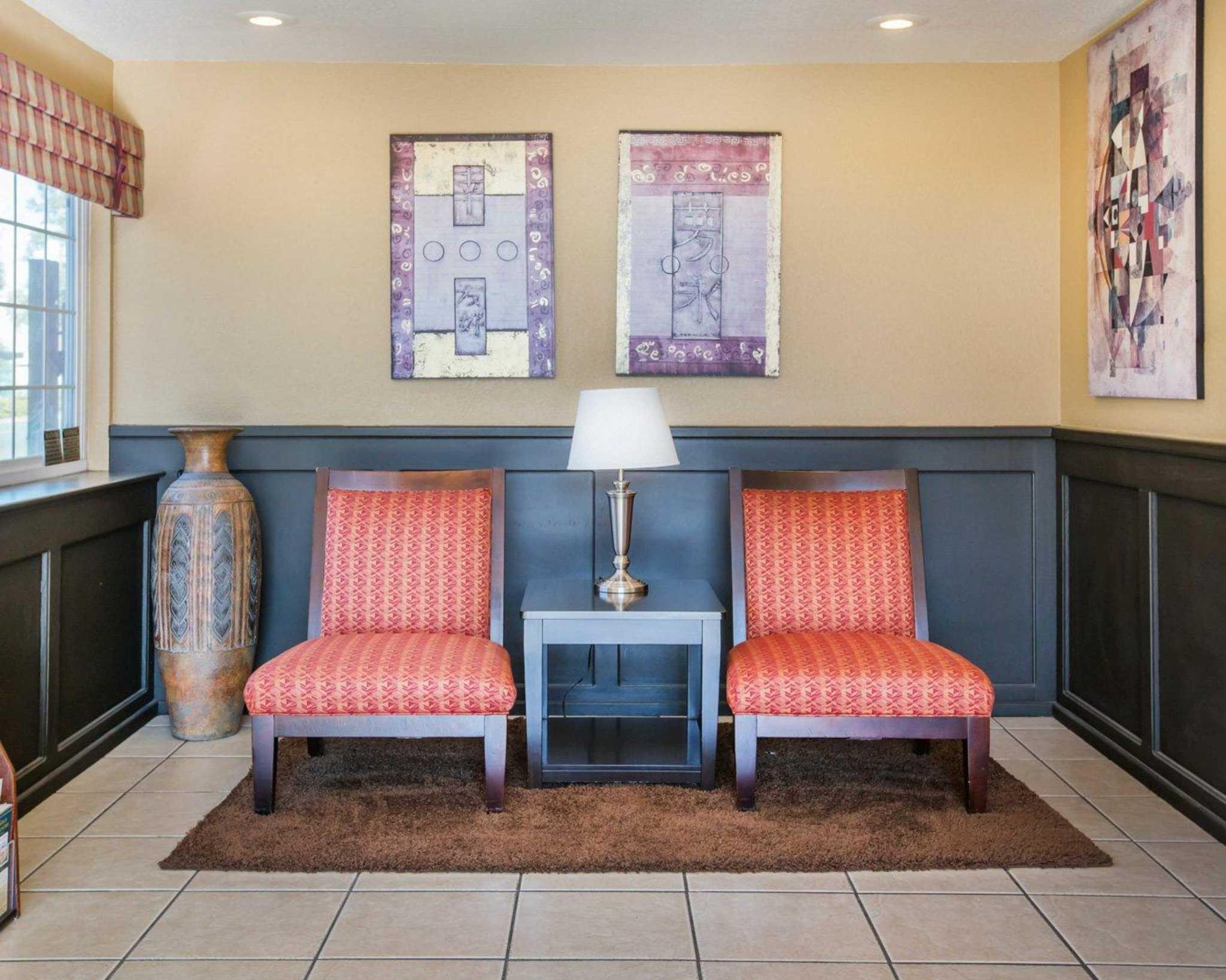 Econo Lodge Inn & Suites Lodi image 6
