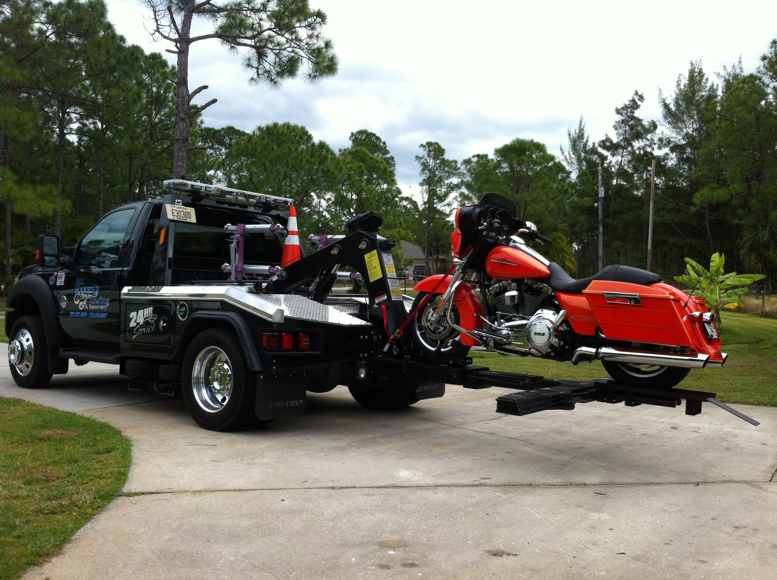 hook up towing west palm beach Florida private property towing law equipment or services such as double hook up florida, saint augustine, arlington, southside, jacksonville beach.