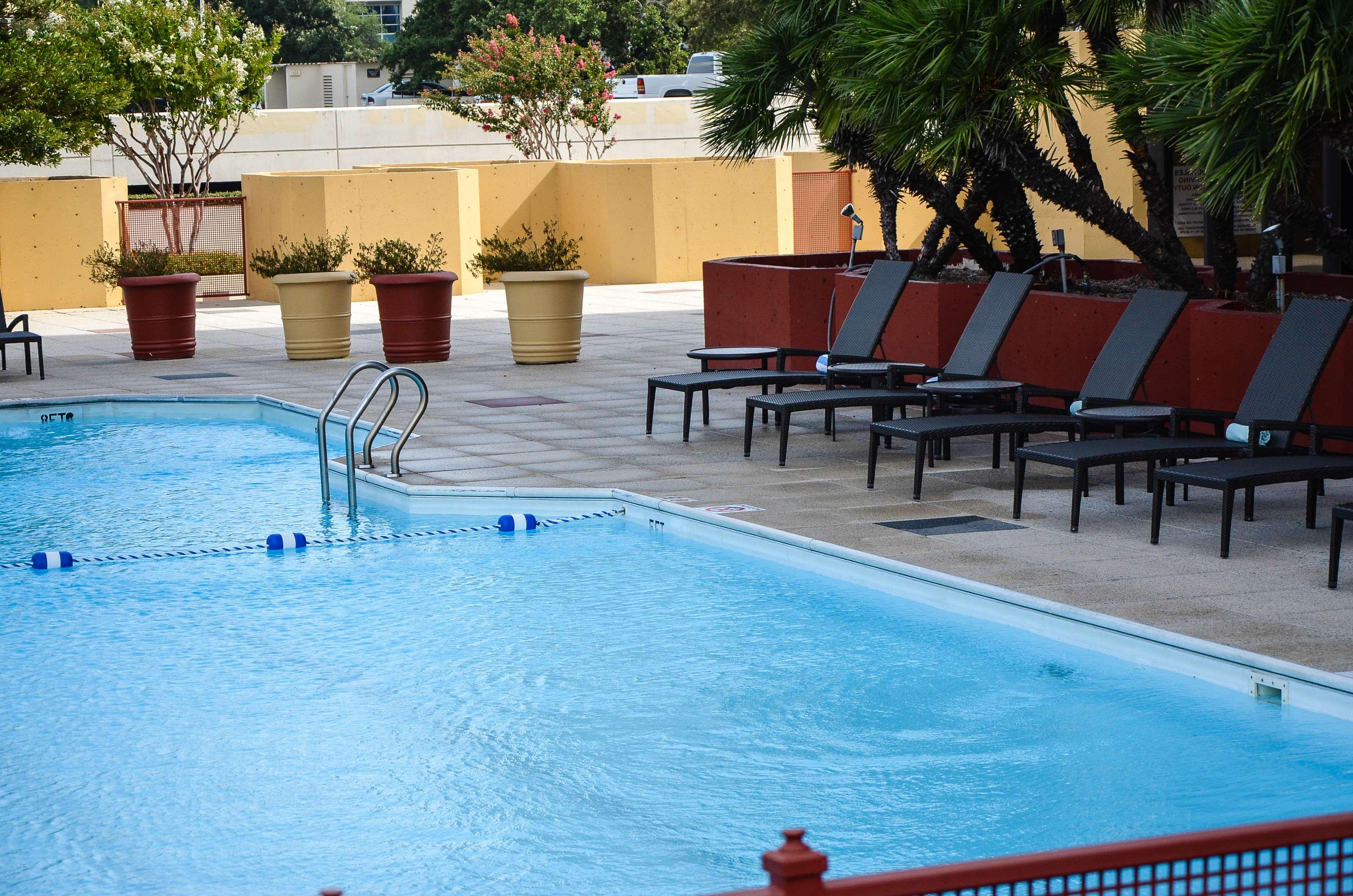 DoubleTree by Hilton Hotel Houston - Greenway Plaza image 6