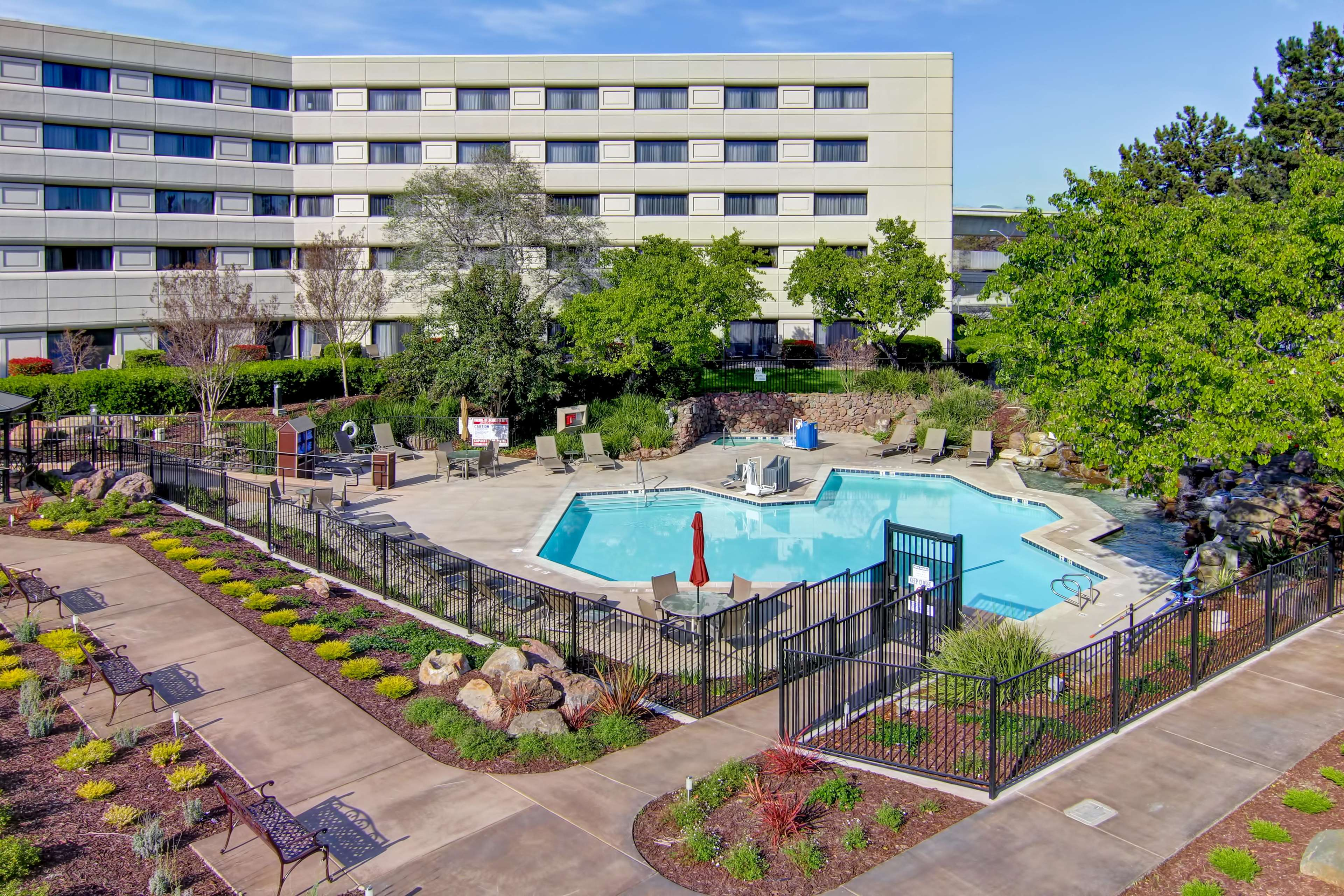 DoubleTree by Hilton Hotel Pleasanton at the Club image 3