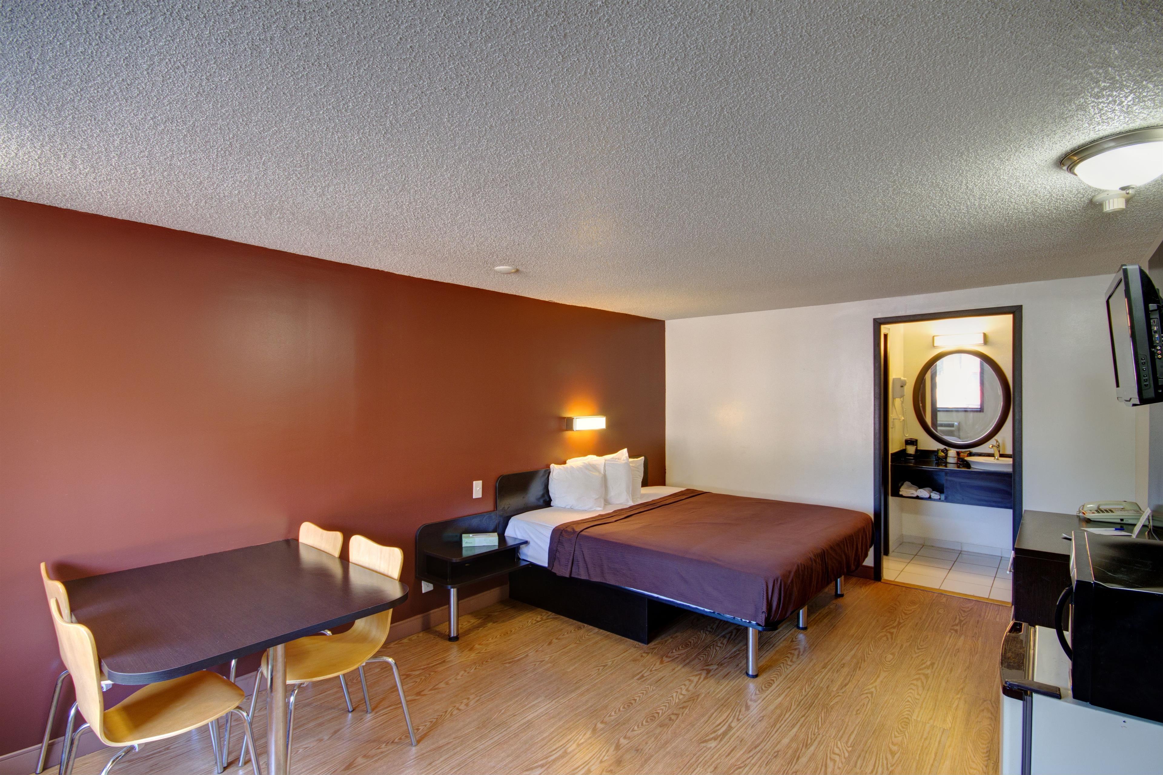 Americas Best Value Inn - Heath/Newark image 10