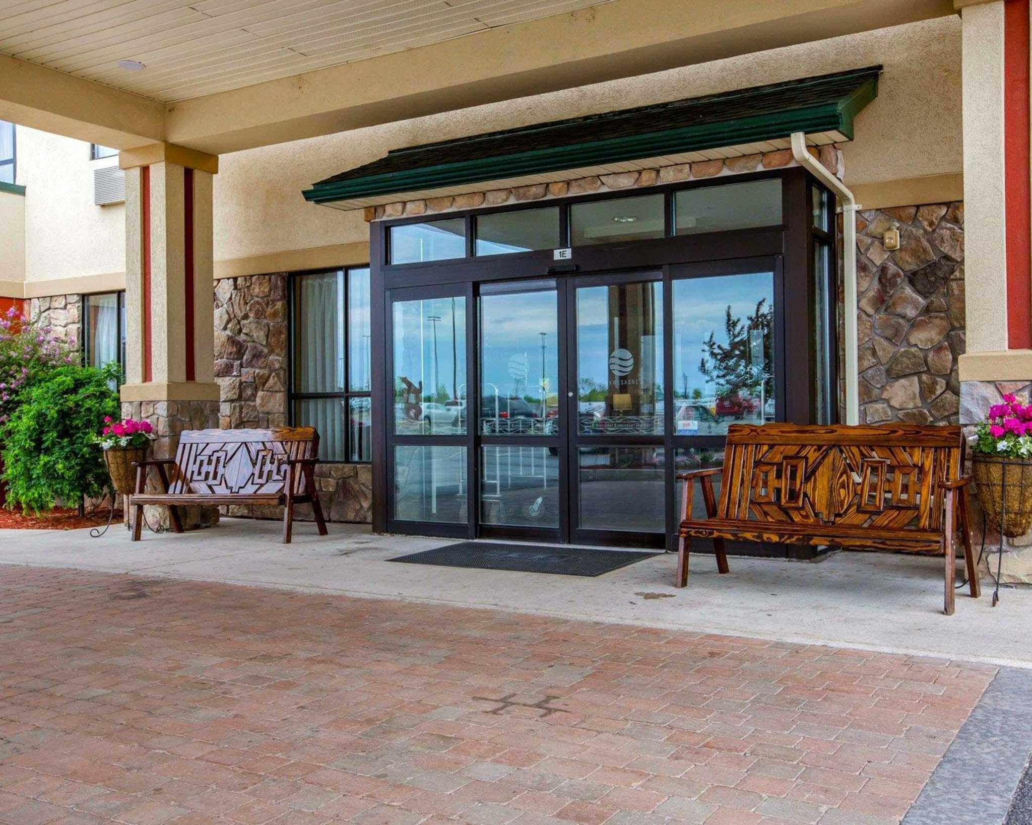Comfort Inn & Suites adj to Akwesasne Mohawk Casino image 2