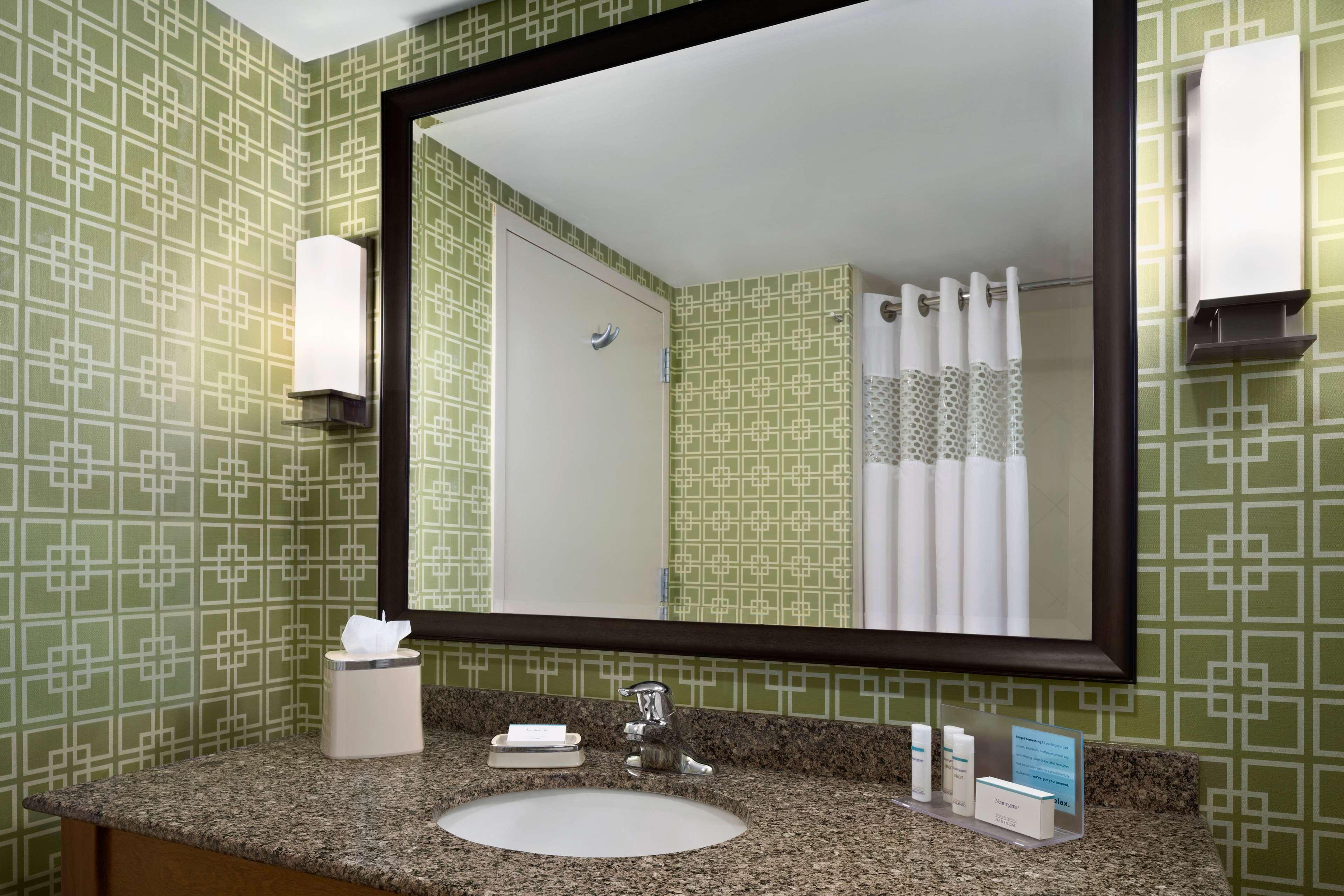 Hampton Inn and Suites Clayton/St Louis-Galleria Area image 22