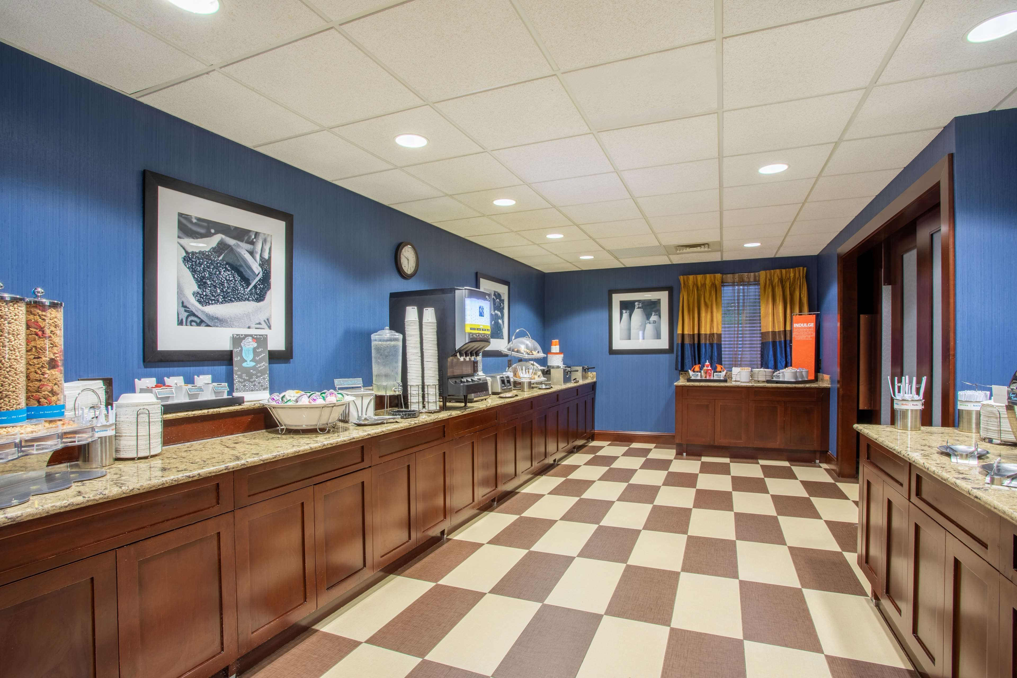 Hampton Inn Fishkill image 15