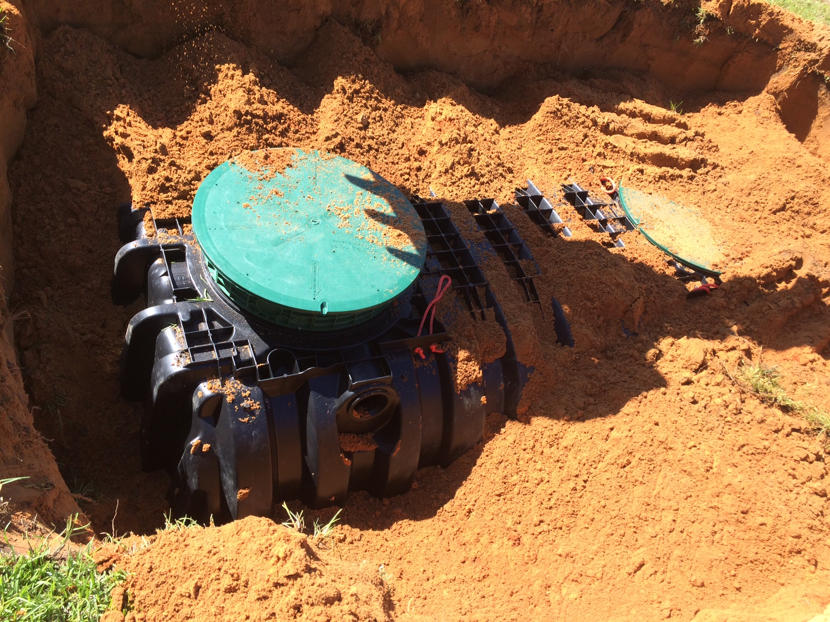 1000 gallon plastic septic tank in the ground