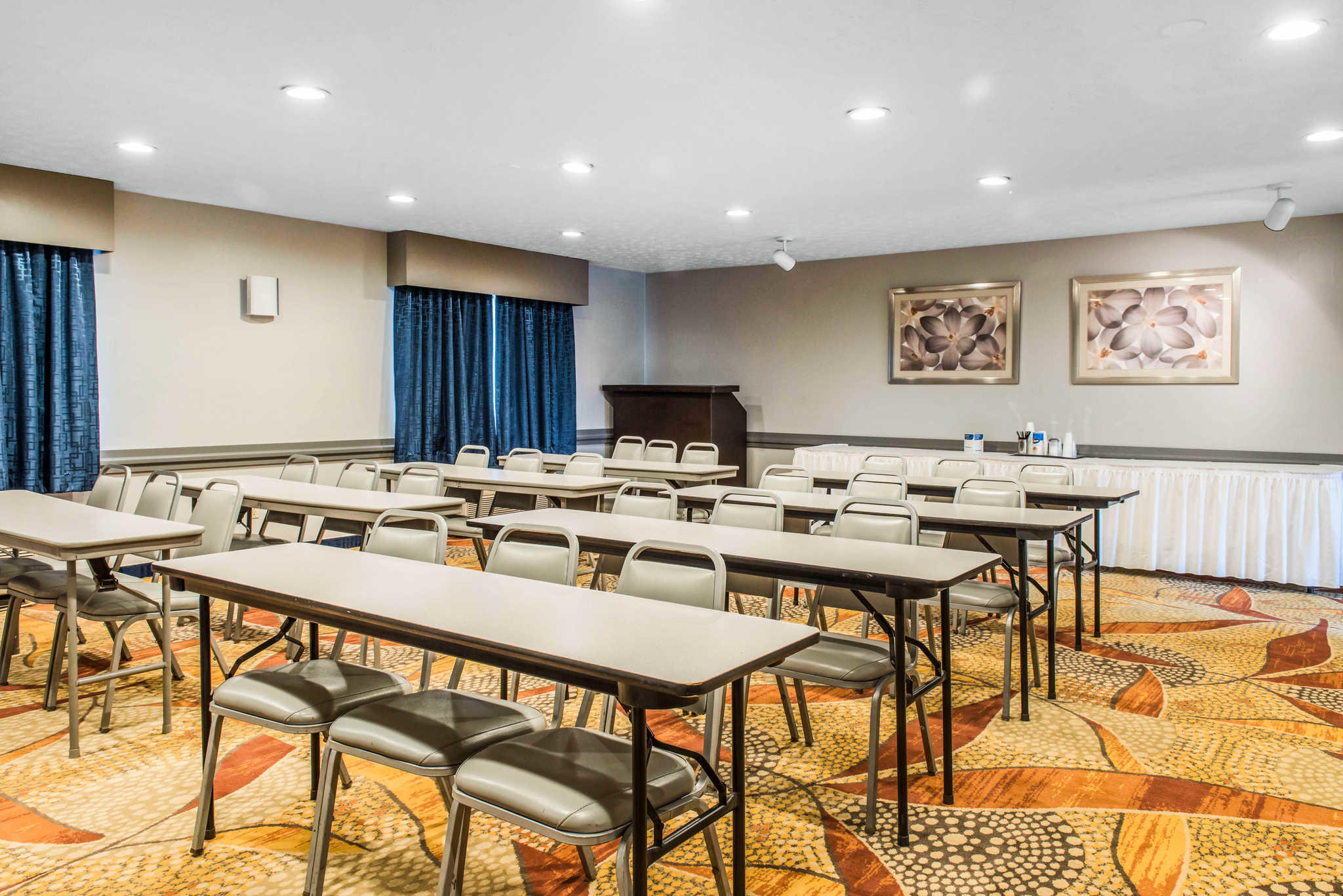 Quality Inn Austintown-Youngstown West image 23