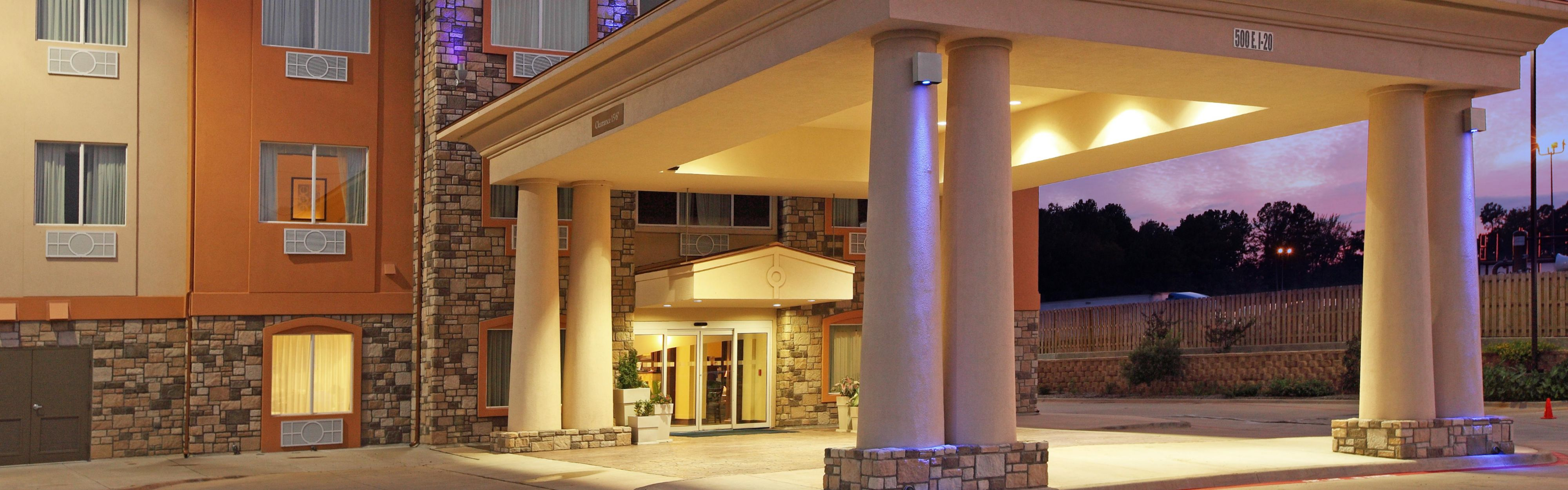 Holiday Inn Express & Suites Marshall image 0