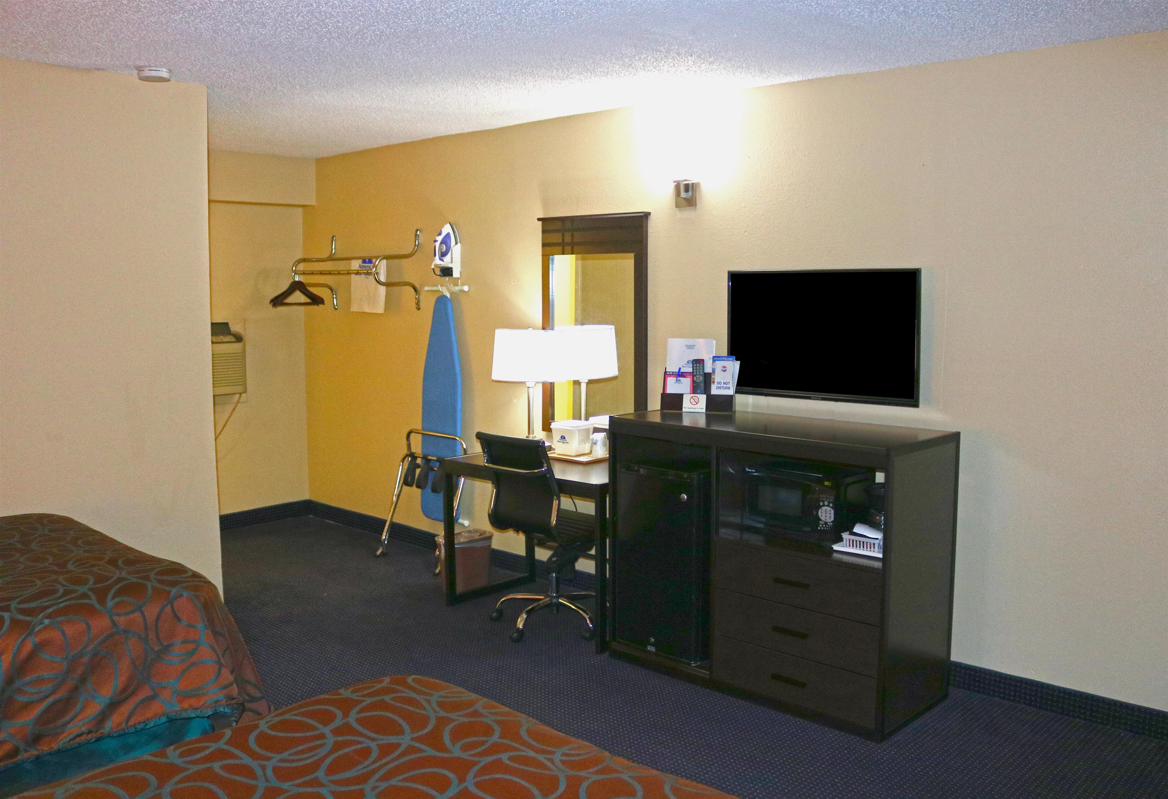 Americas Best Value Inn - Giddings image 6