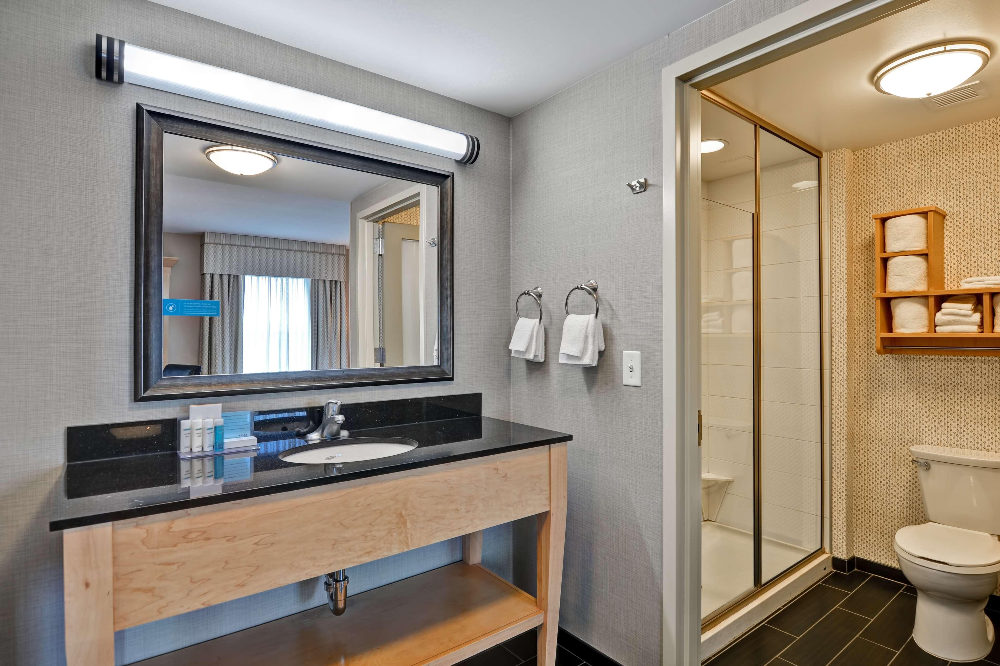 Hampton Inn & Suites Raleigh/Crabtree Valley image 0