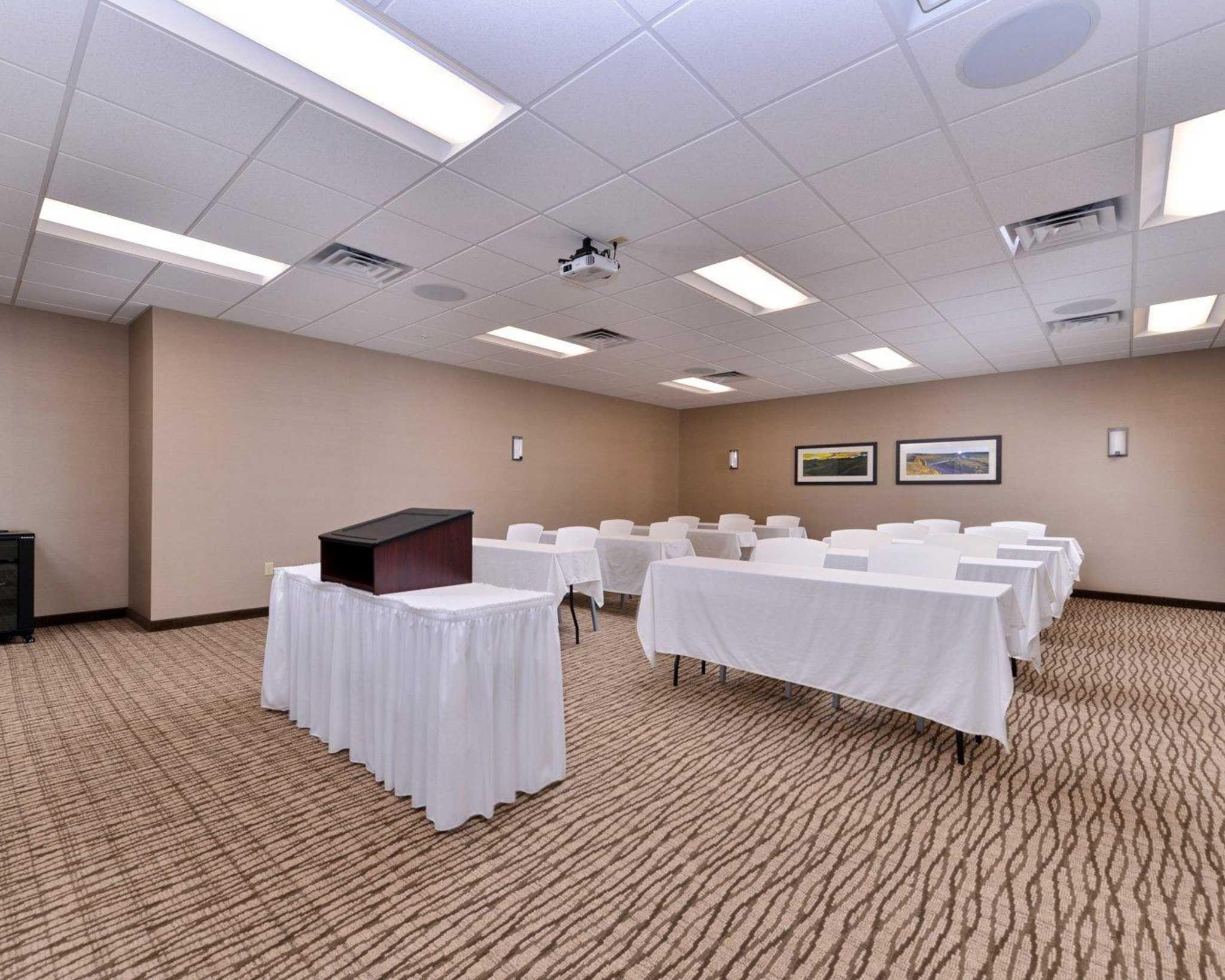 Comfort Inn Amp Suites Mandan Bismarck Mandan Nd