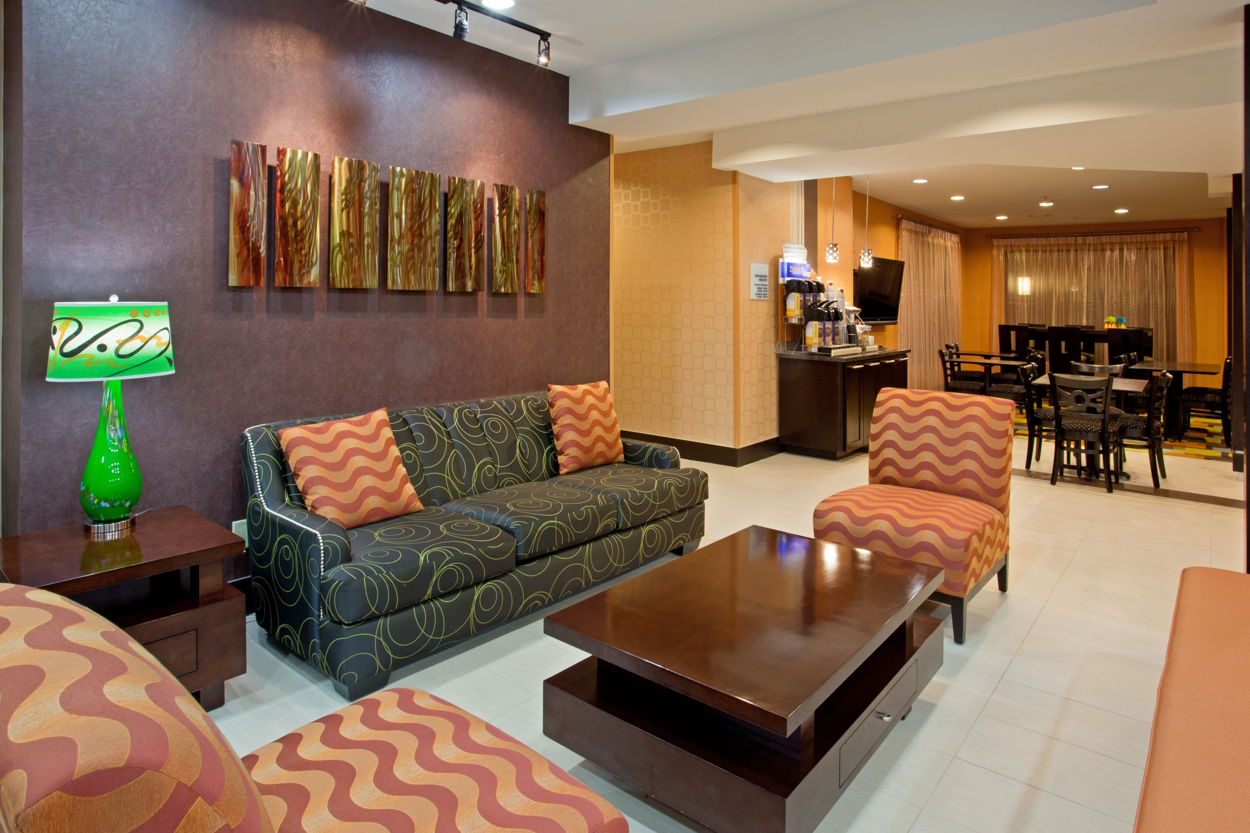 Holiday Inn Express & Suites Arlington (I-20-Parks Mall) image 5