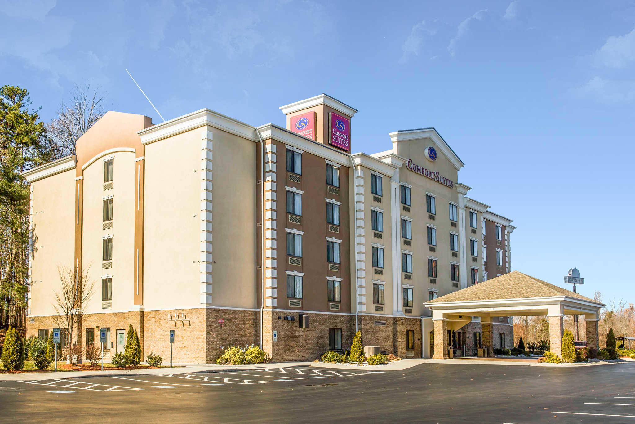 Comfort Suites Four Seasons At 3308 Isler Street