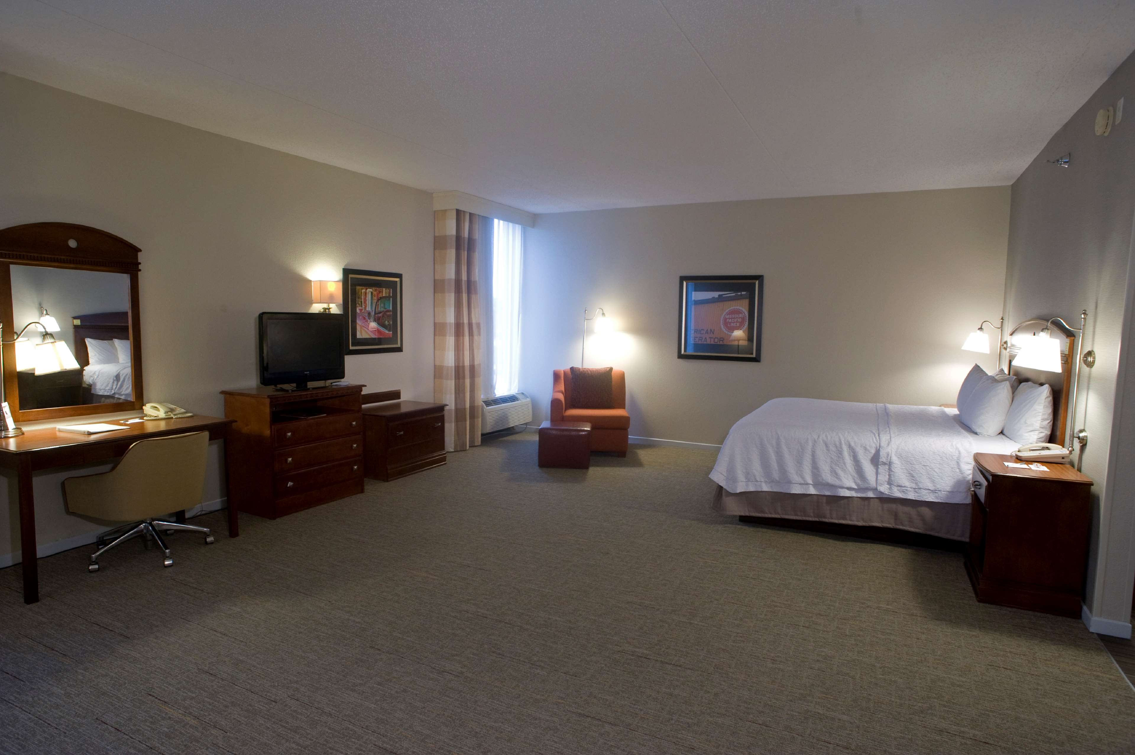 Hampton Inn Springfield-South image 19