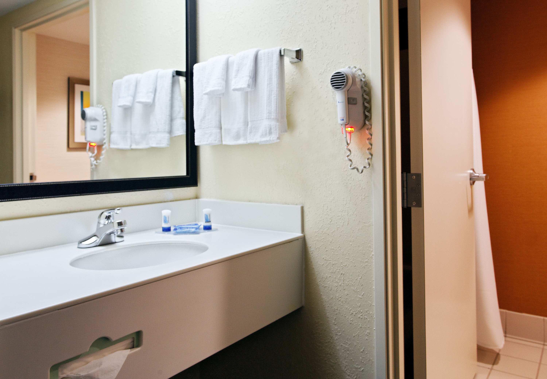 Fairfield Inn & Suites by Marriott Charlotte Arrowood image 4
