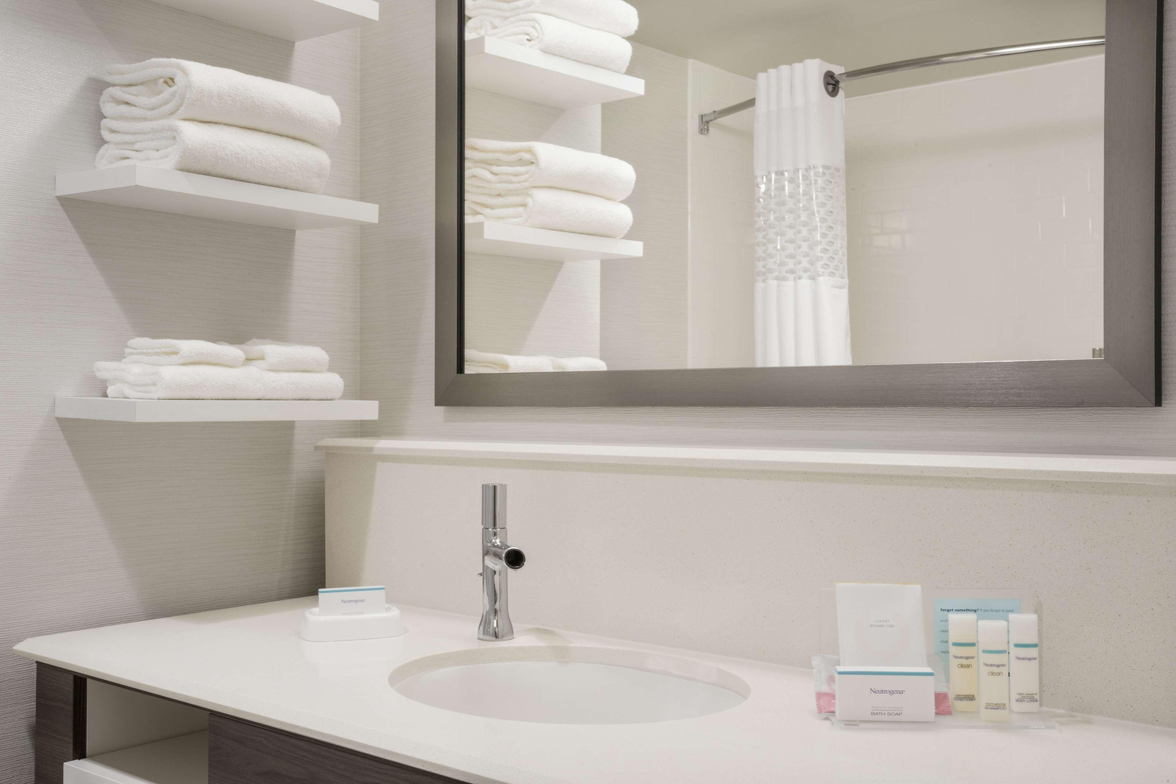 Hampton Inn & Suites West Des Moines/SW Mall Area image 17