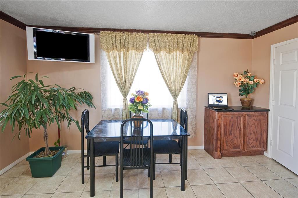 Americas Best Value Inn & Suites - Hempstead/Prairie View image 3