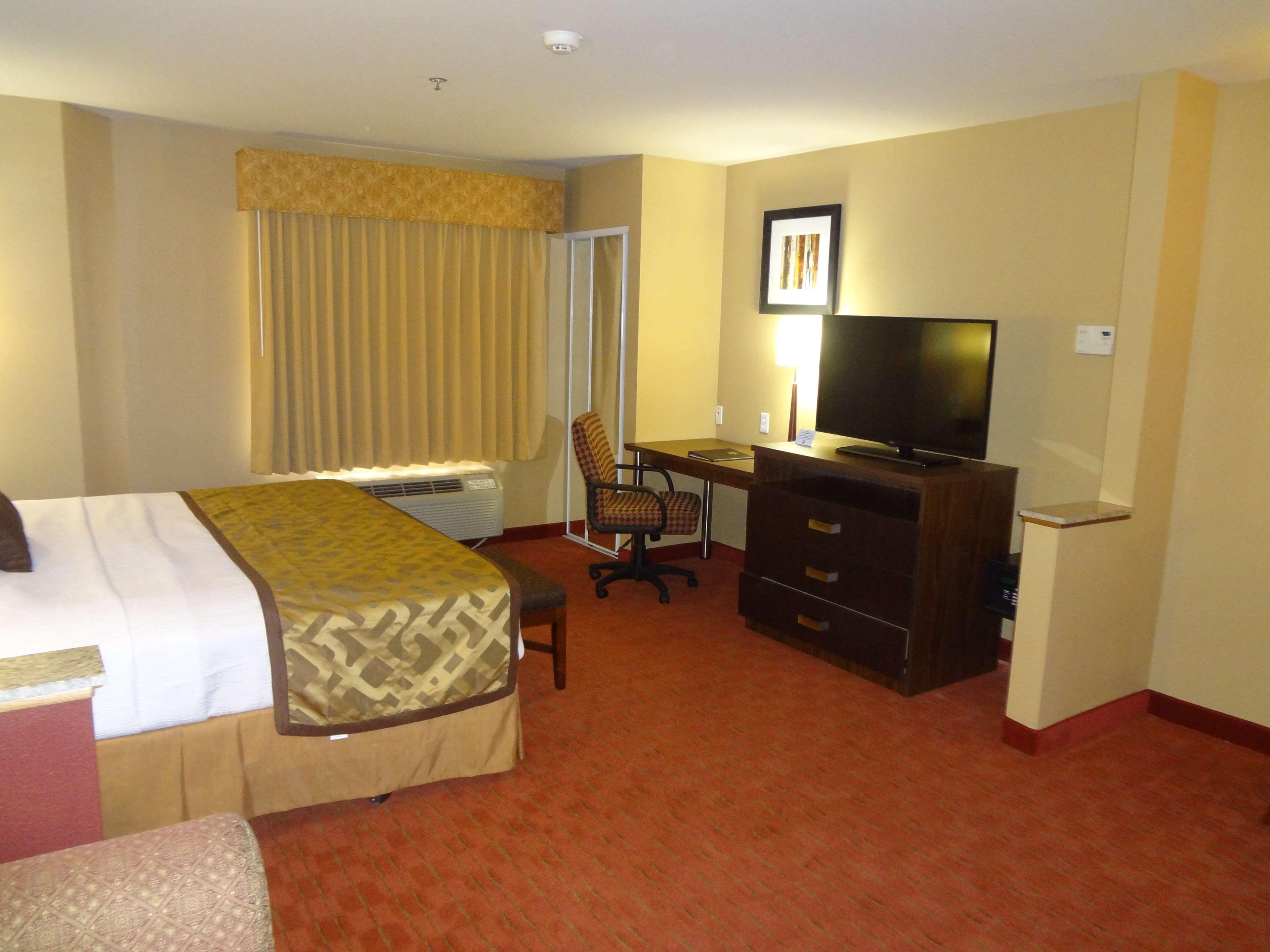 Best Western Plus Woodland Hills Hotel & Suites image 28