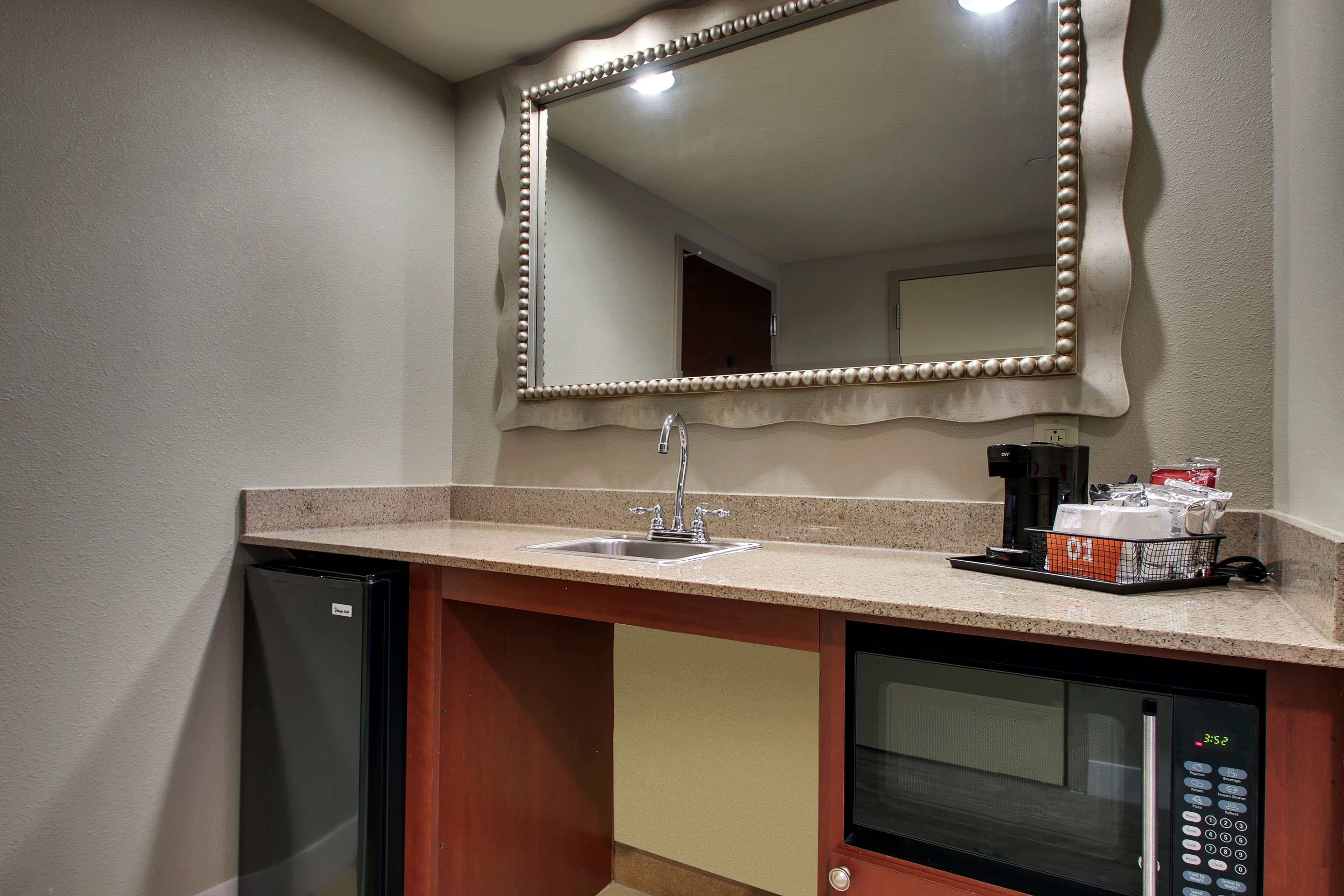 Hampton Inn & Suites Spartanburg-I-26-Westgate Mall image 21