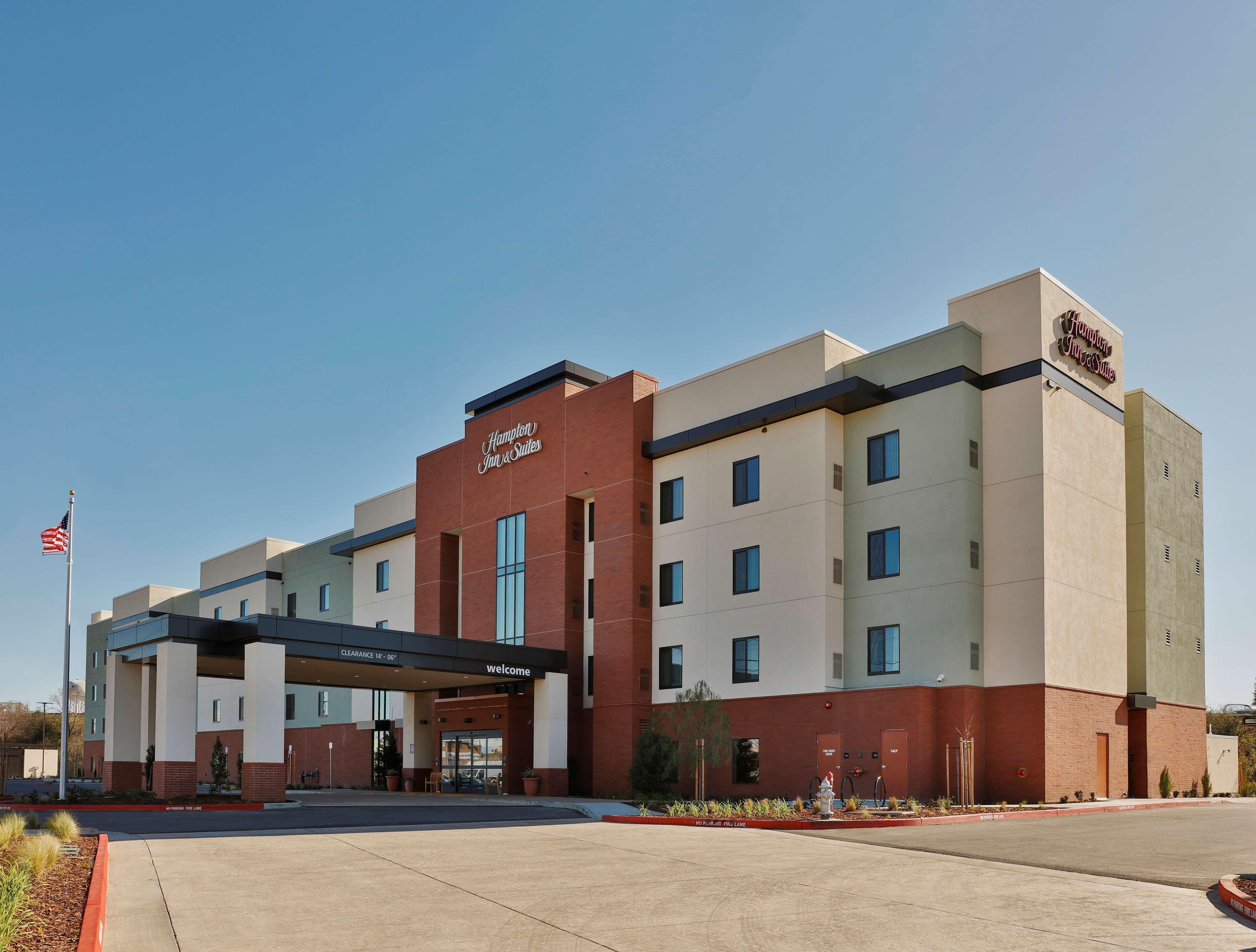 Hampton Inn & Suites Sacramento at CSUS image 1