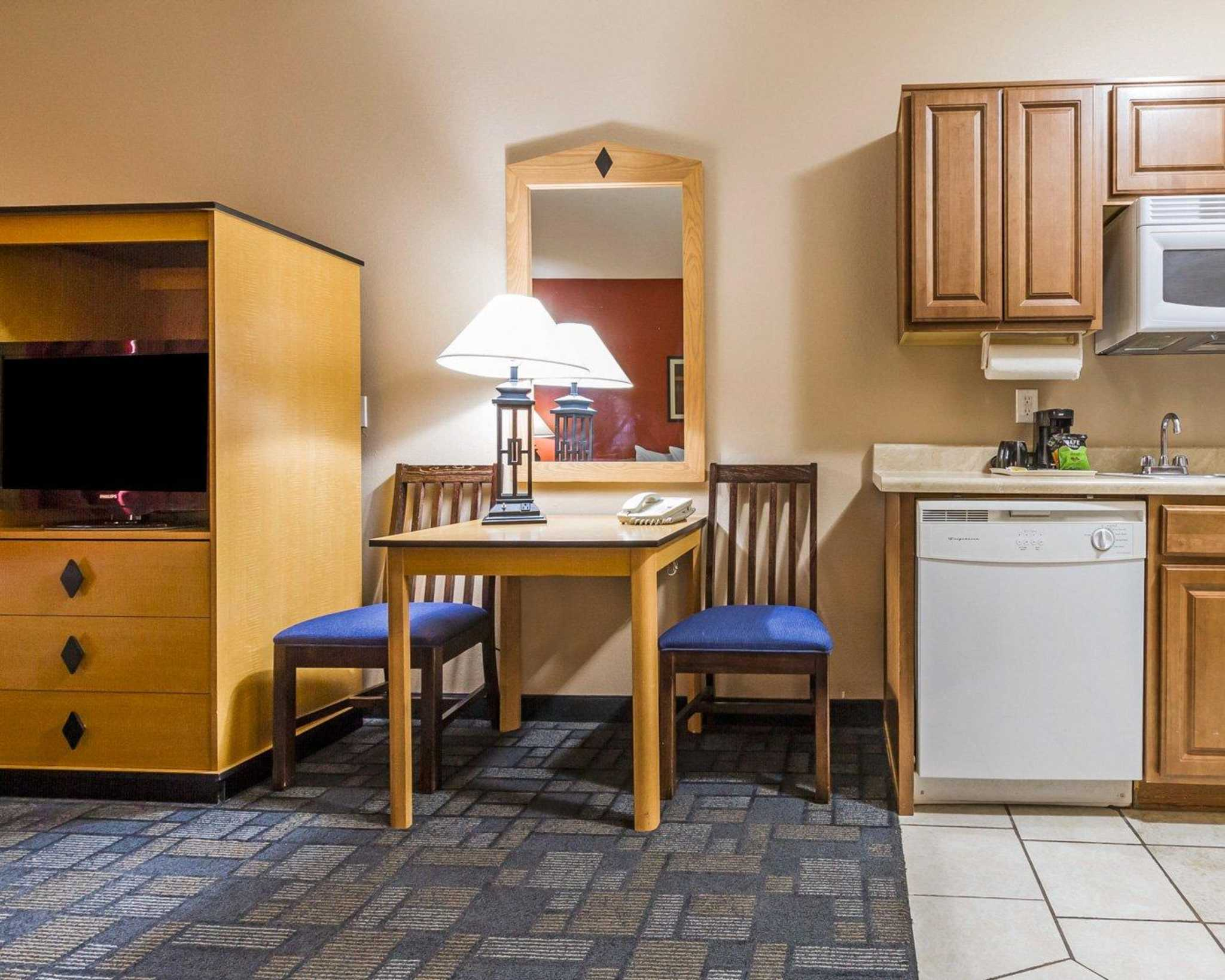 MainStay Suites image 4