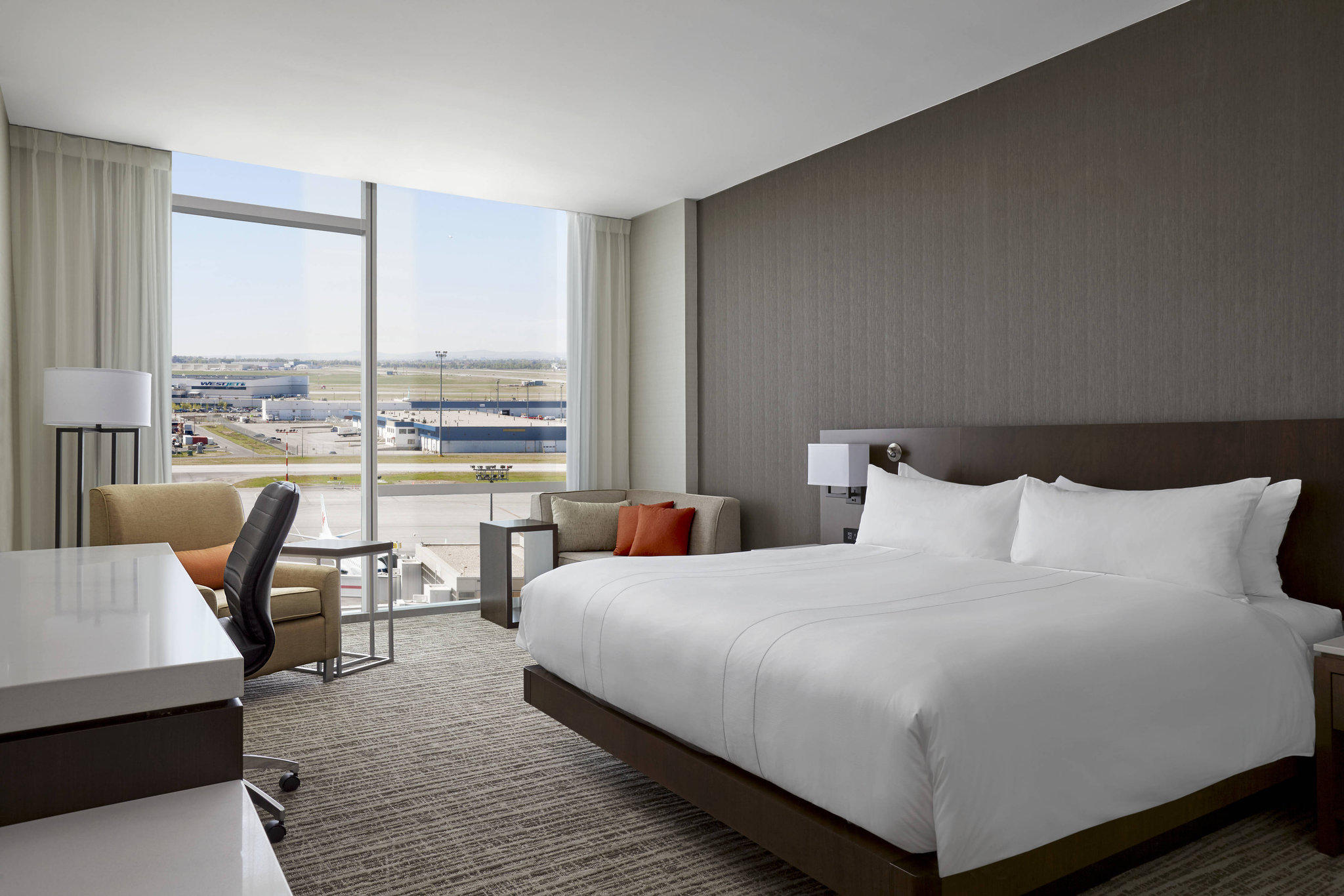 Calgary Airport Marriott In-Terminal Hotel