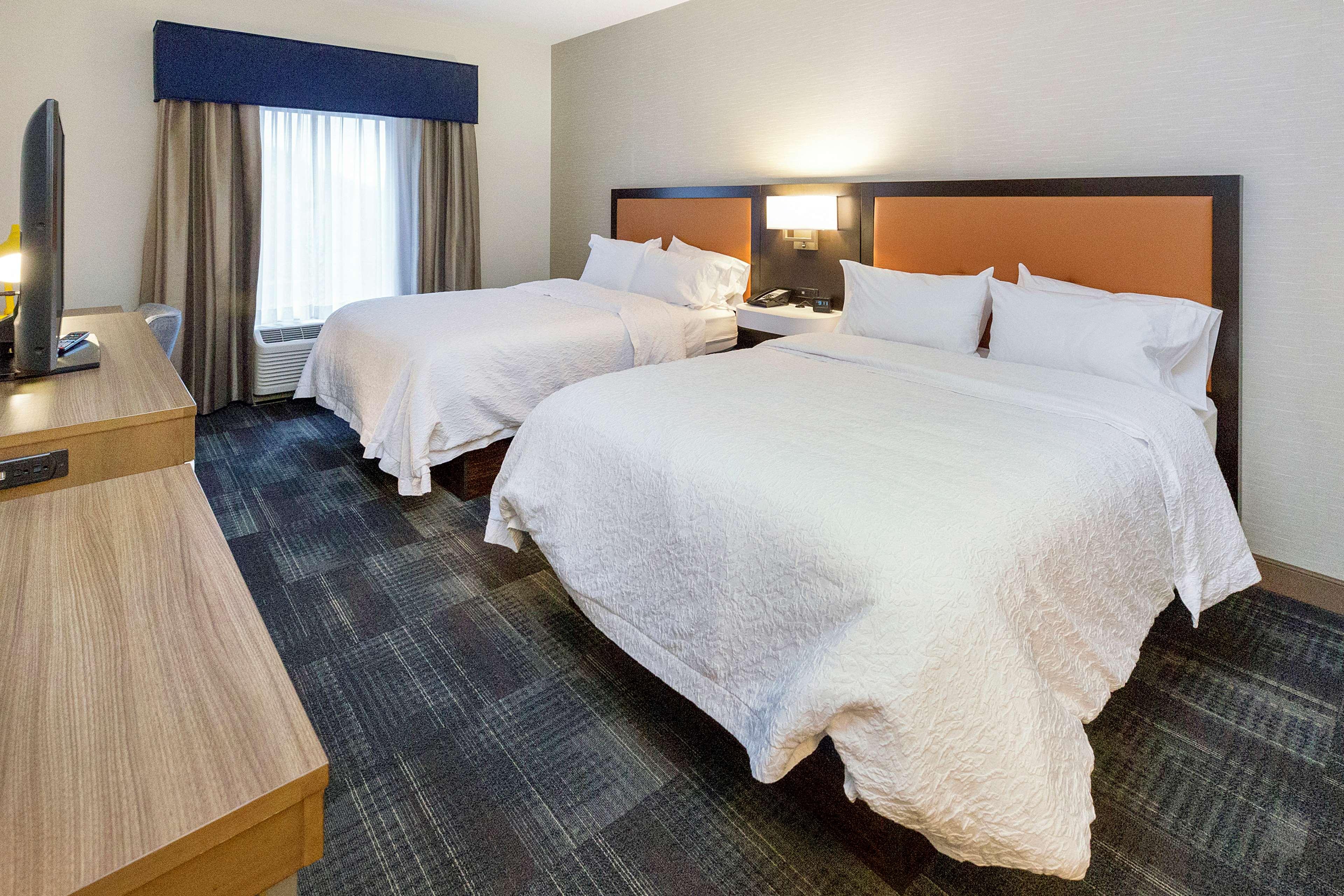 Hampton Inn & Suites Morgantown / University Town Centre image 20