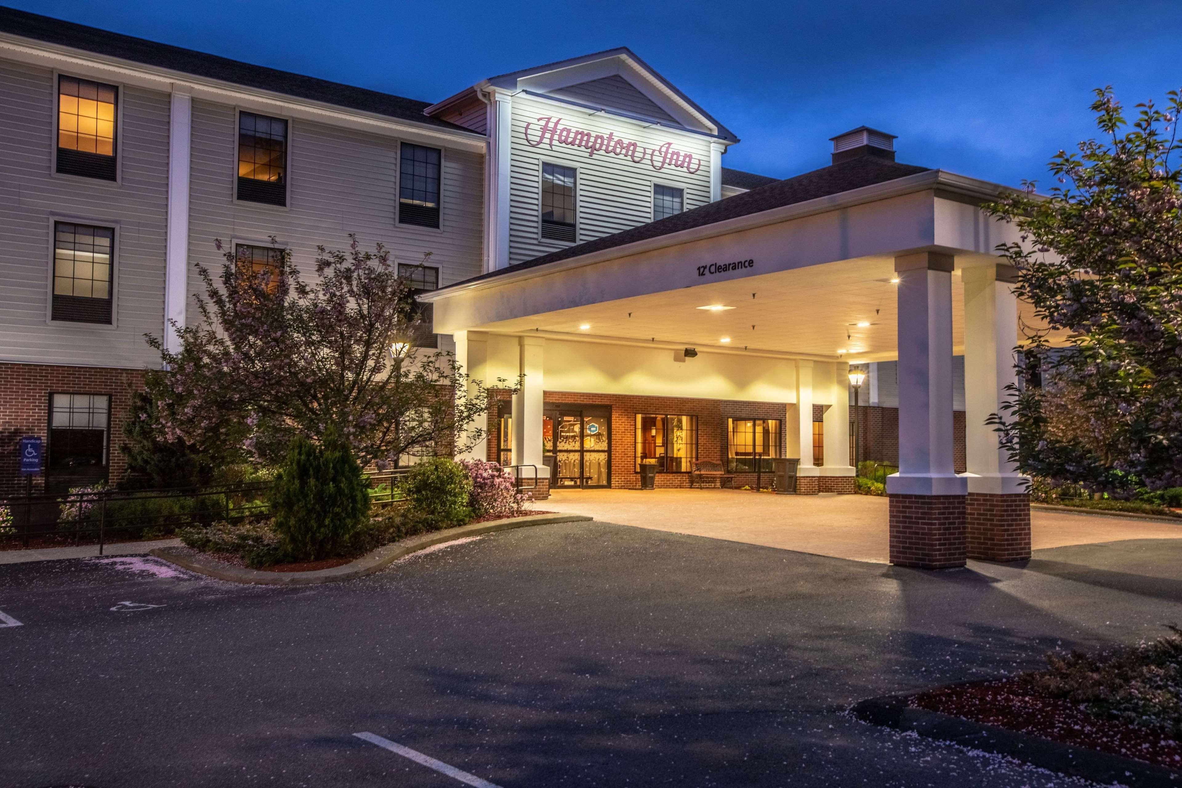 Hampton Inn Hadley-Amherst Area image 2