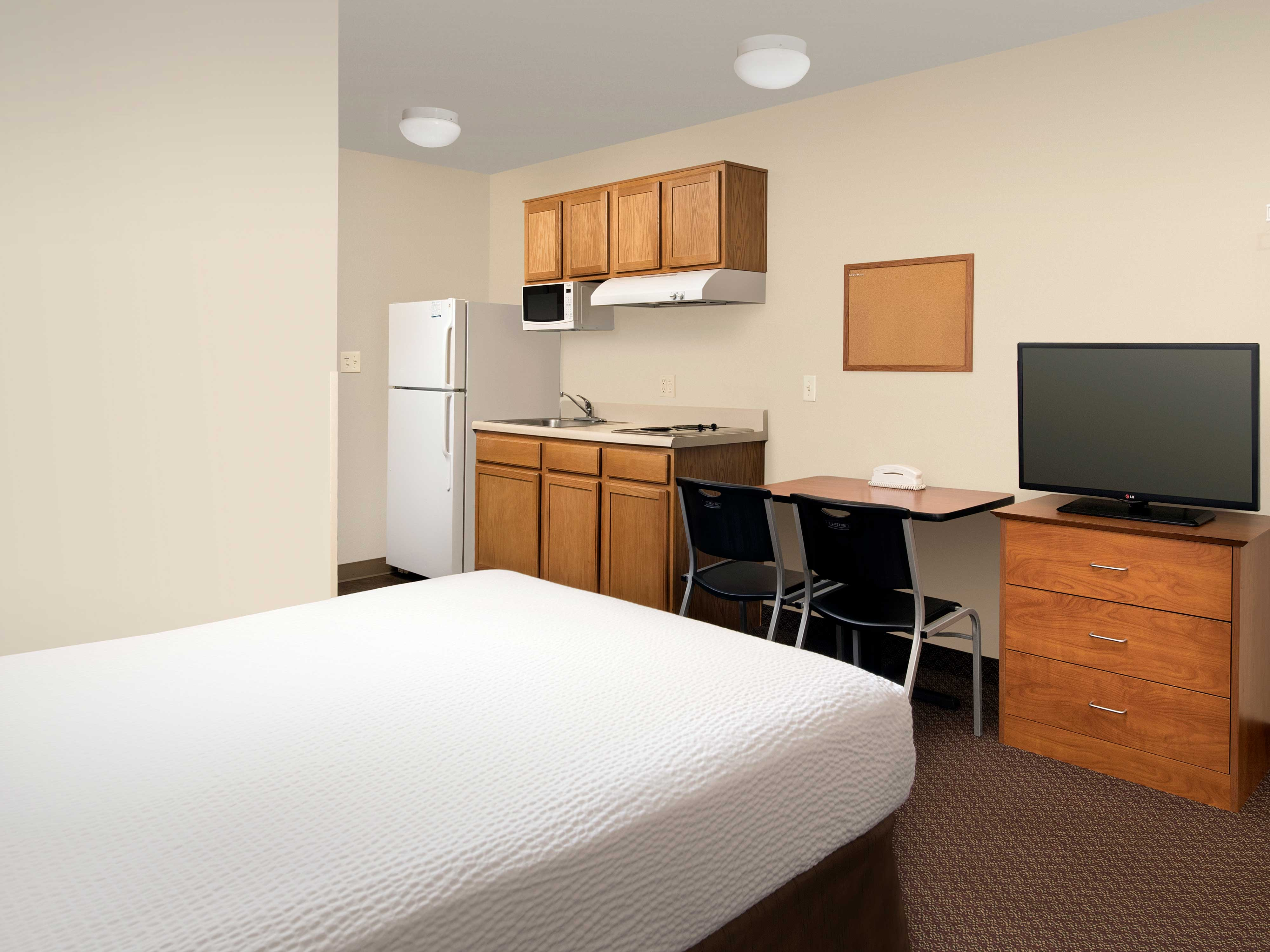 WoodSpring Suites Kansas City Lenexa image 17