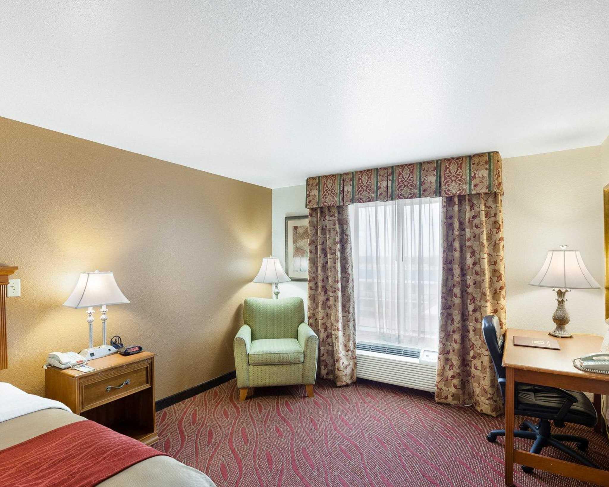 Comfort Inn & Suites Near Medical Center image 7
