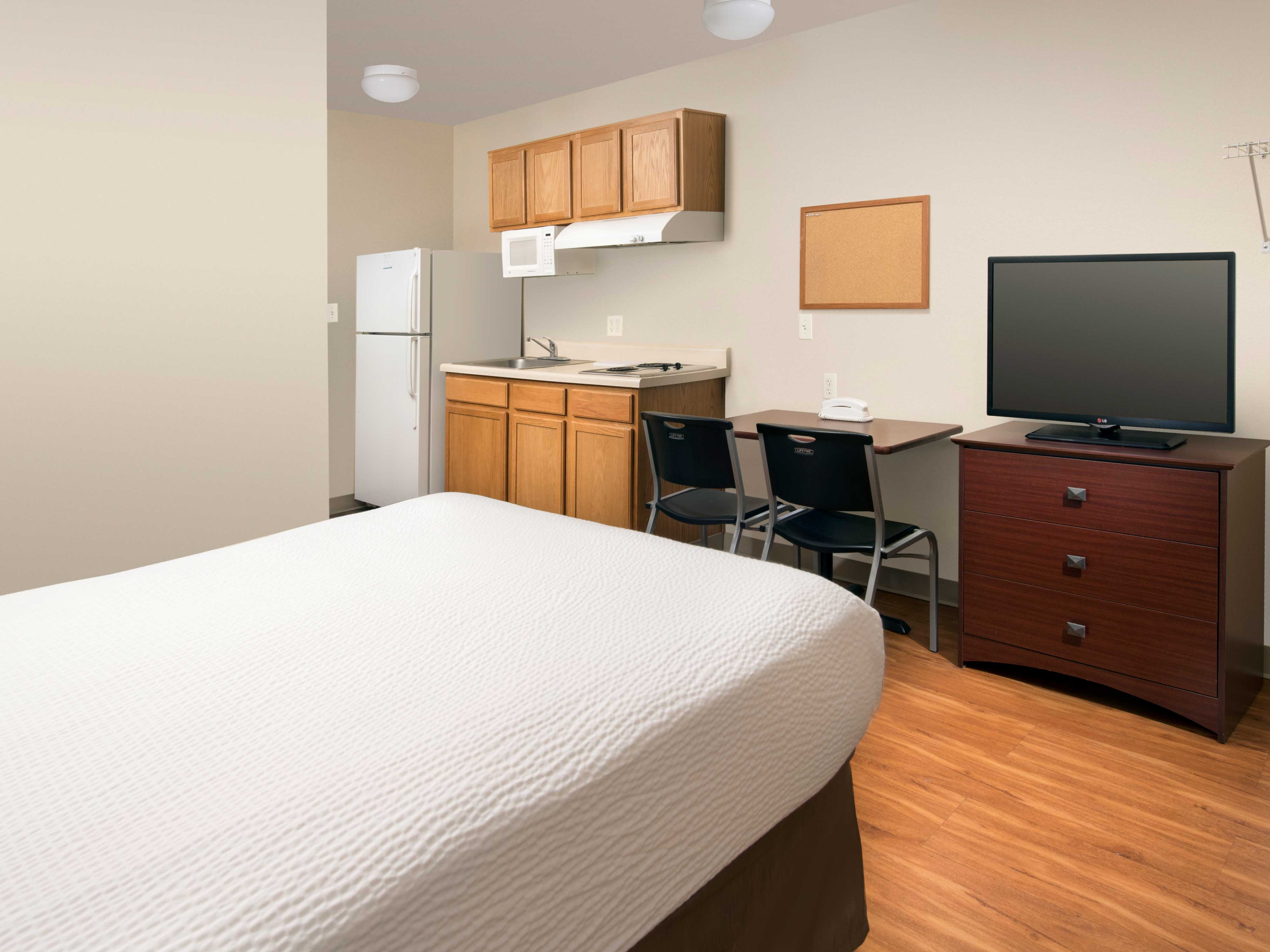 WoodSpring Suites Kansas City Mission image 6