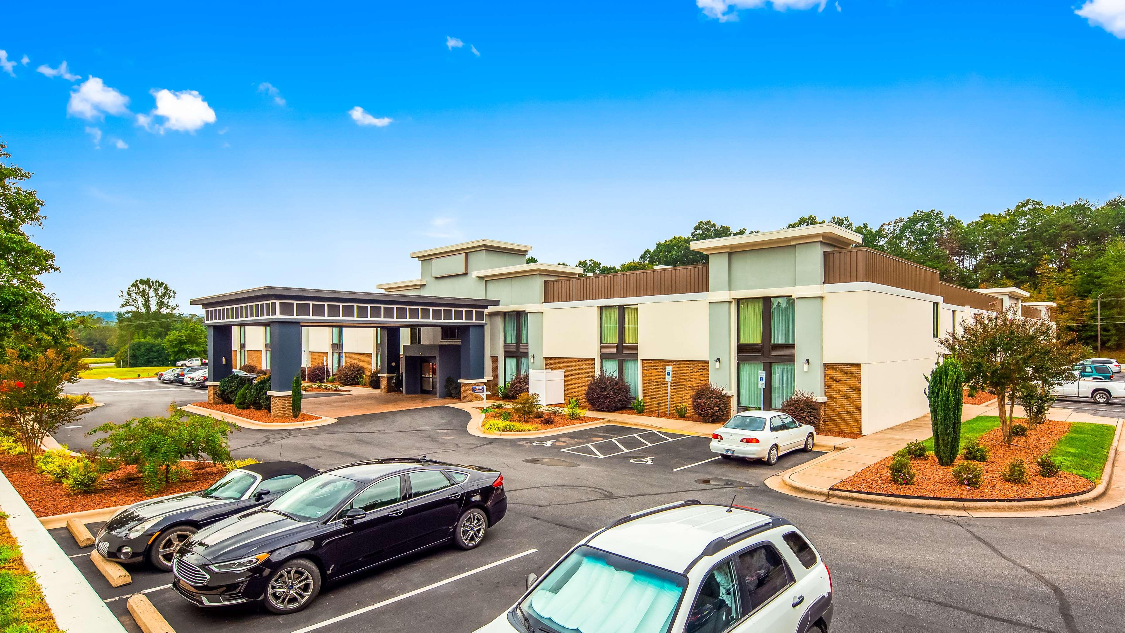 Best Western Plus Yadkin Valley Inn & Suites image 0