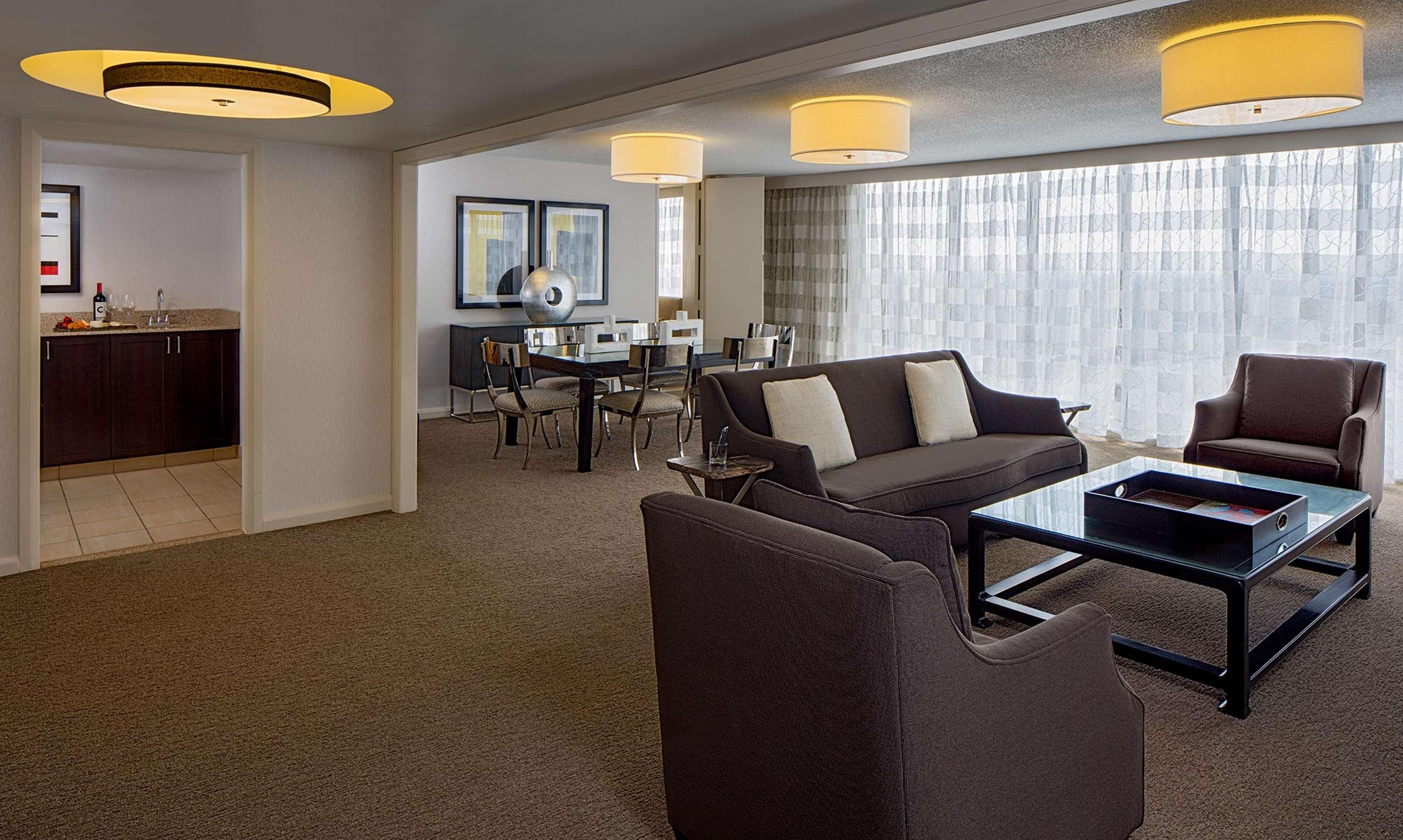 DoubleTree by Hilton Hotel Houston - Greenway Plaza image 15