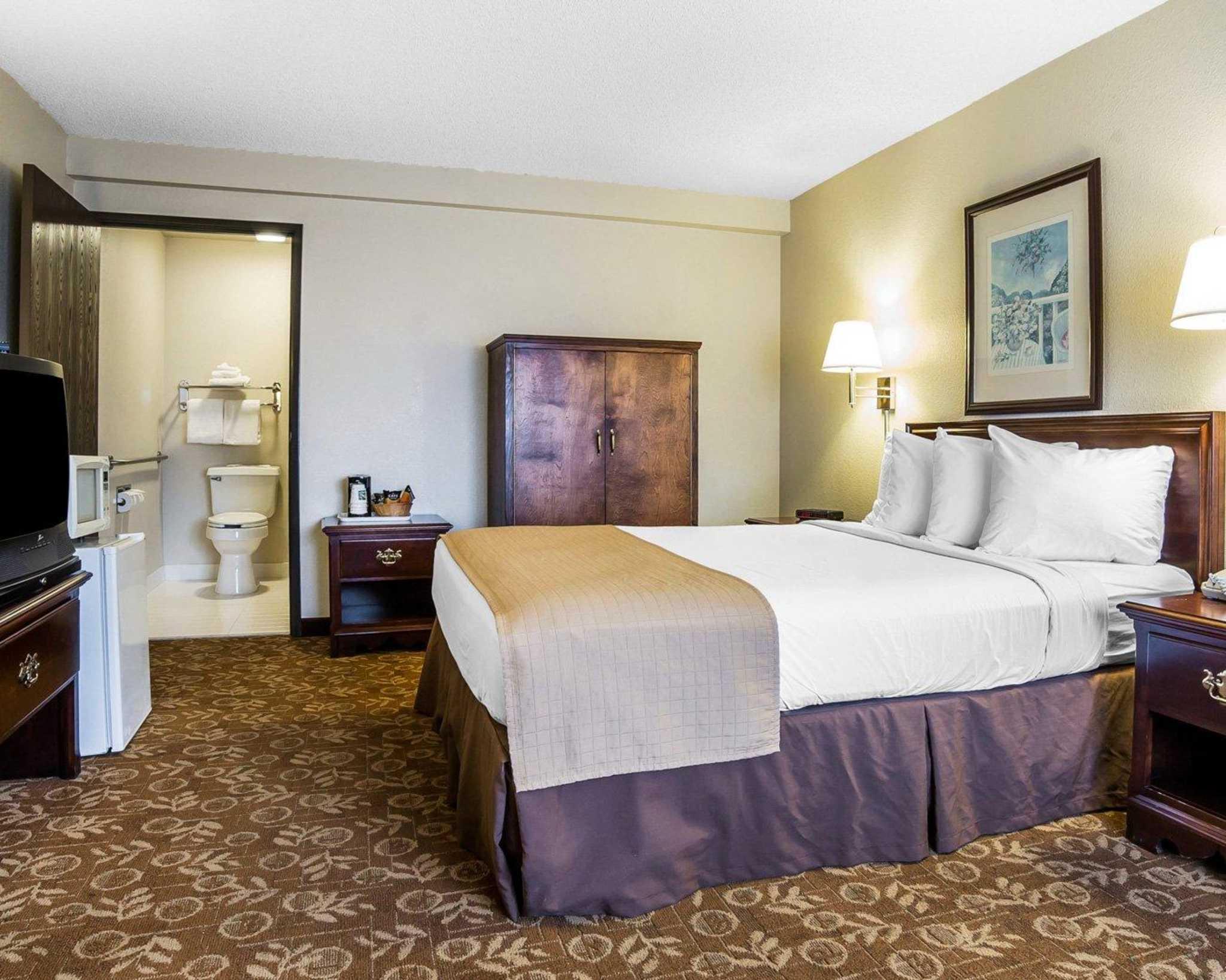 Quality Inn & Suites Minden US-395 image 3