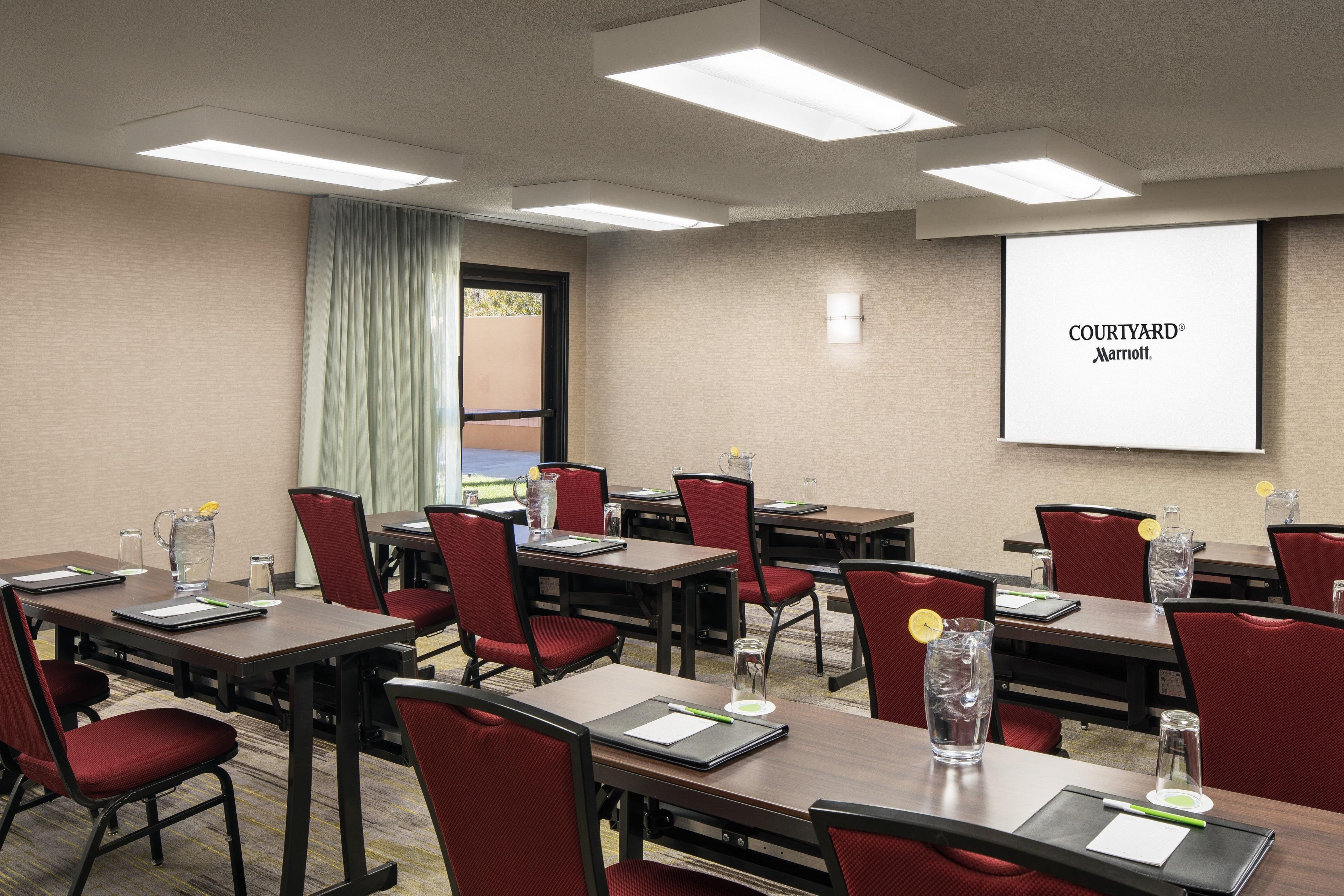Courtyard Irvine John Wayne Airport/Orange County Meeting Space - Classroom Setup