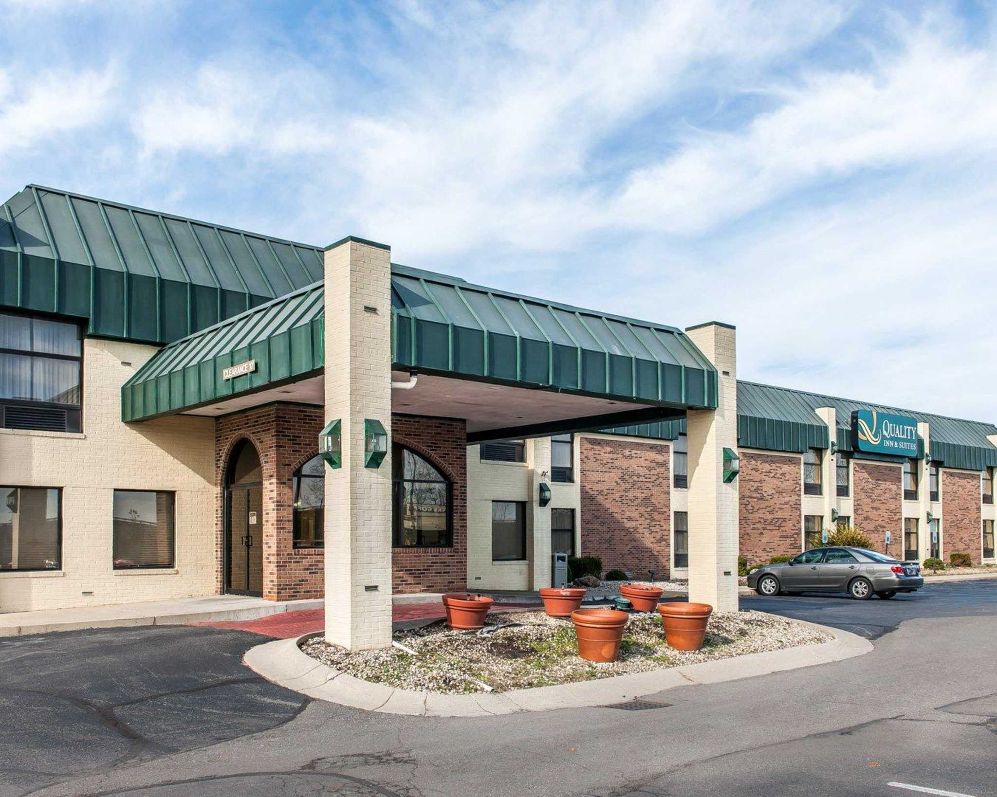 Quality Inn & Suites Shelbyville I-74 image 0