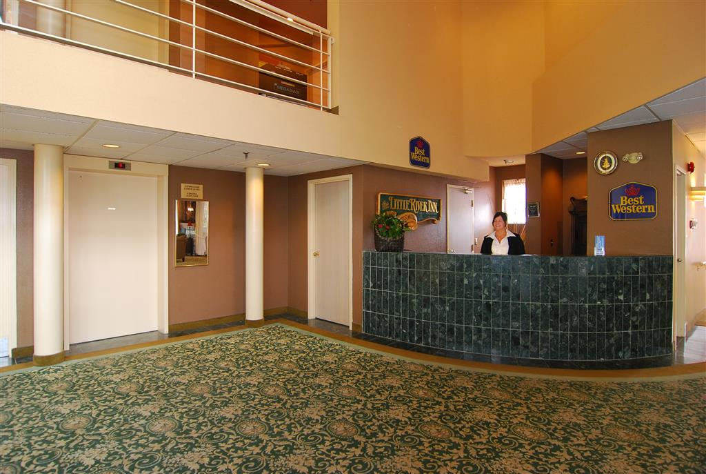 Best Western Little River Inn in Simcoe: Hotel Front Desk