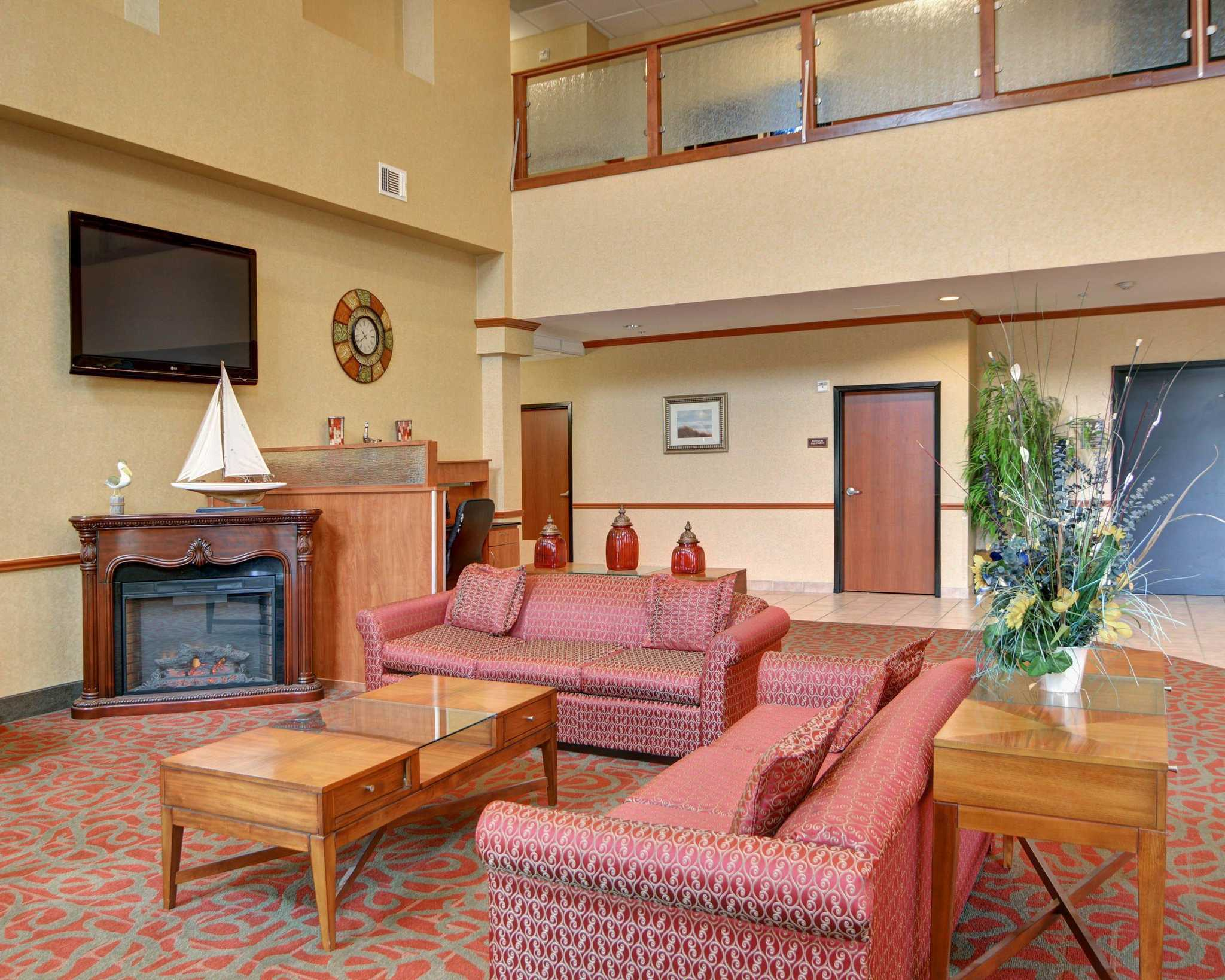 Comfort Suites Near Cedar Creek Lake image 11