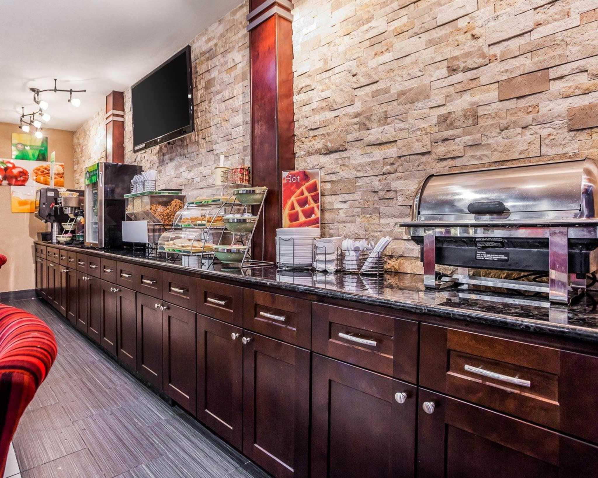 Quality Inn & Suites Des Moines Airport image 18