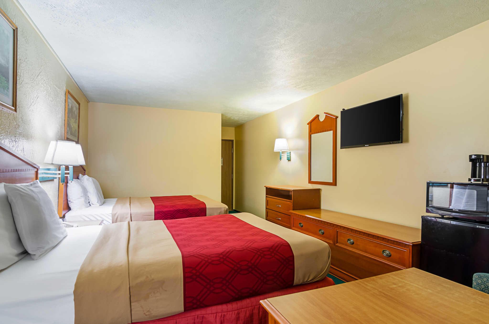 Econo Lodge Lansing - Leavenworth image 18