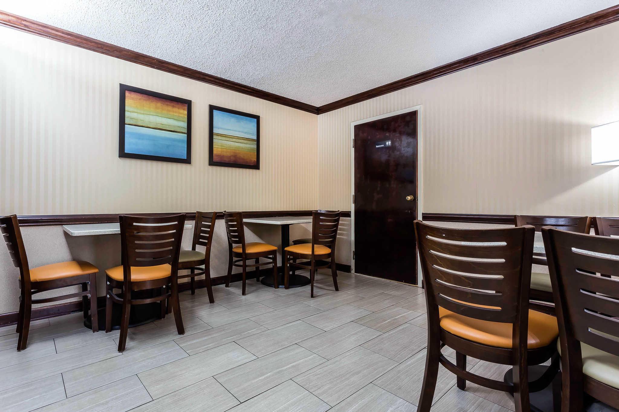 Quality Inn & Suites image 28