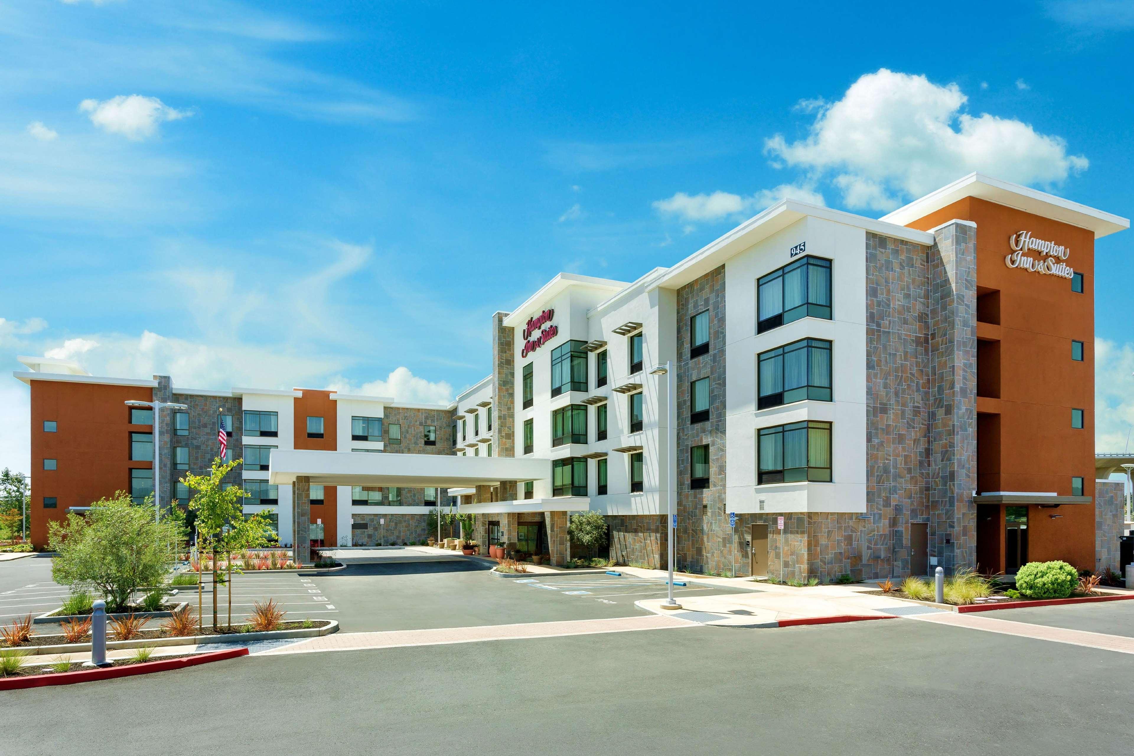 Hampton Inn & Suites Napa image 0