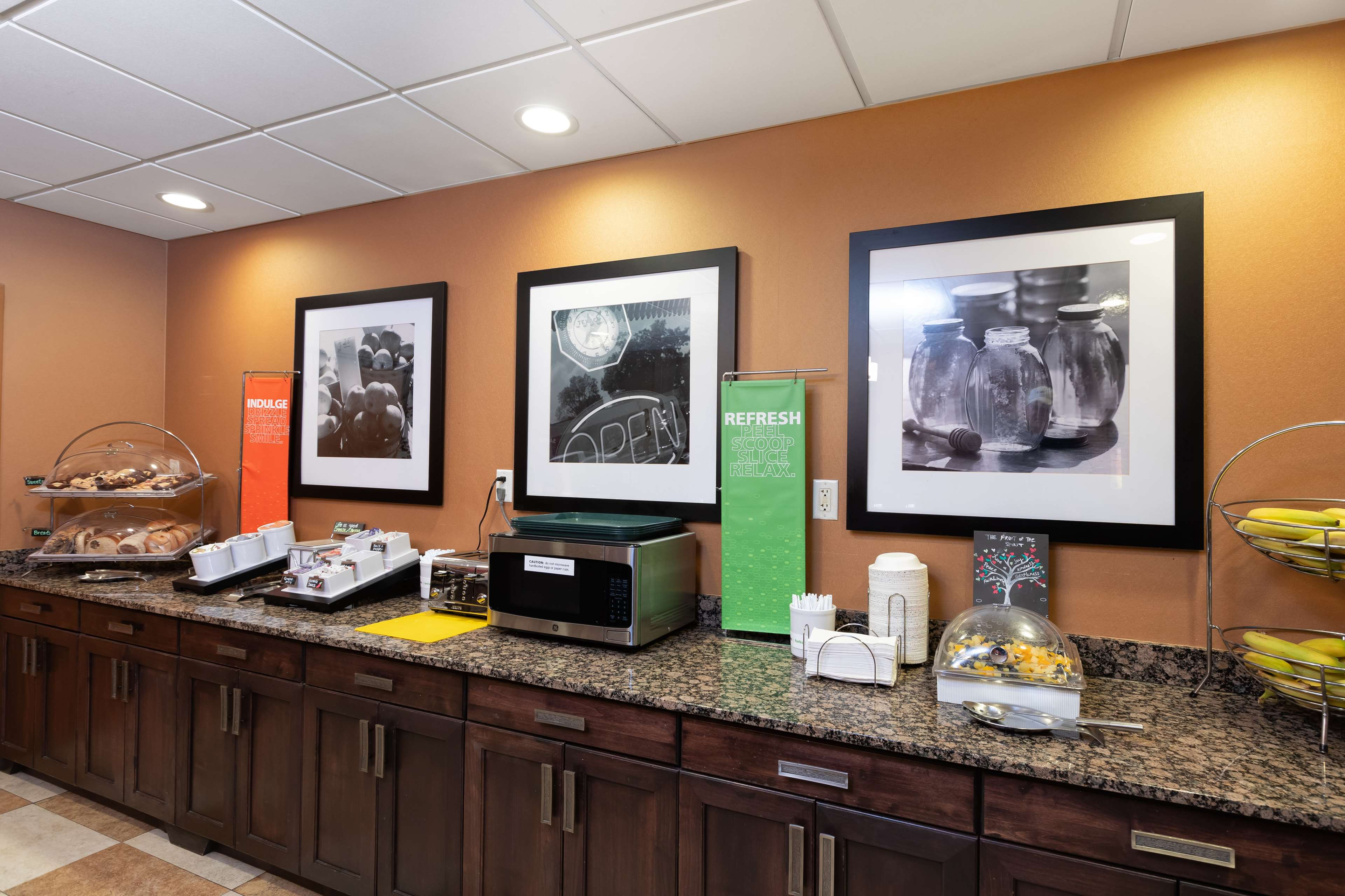Hampton Inn & Suites Austin-Airport image 19