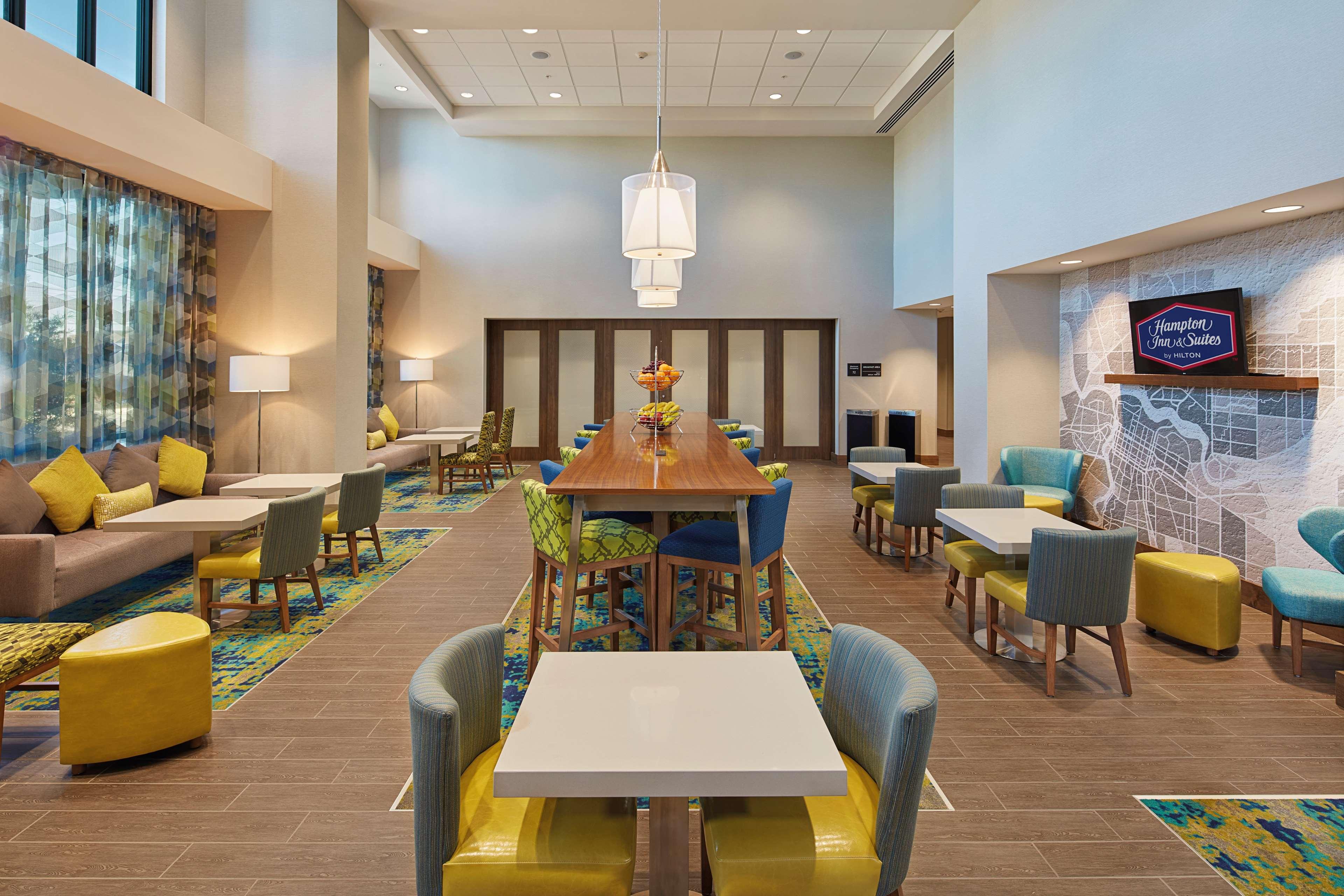 Hampton Inn & Suites Sacramento at CSUS image 7