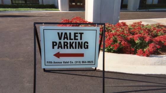 Fifth Avenue Valet image 0