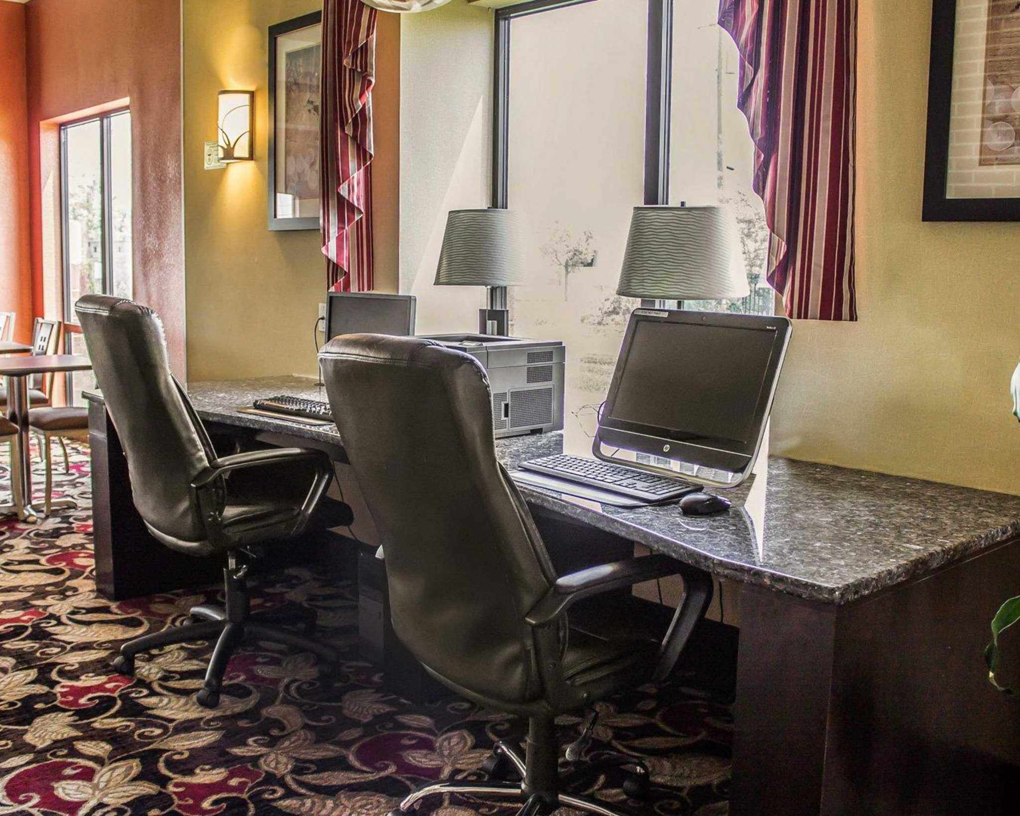 Comfort Suites East Broad at 270 image 56