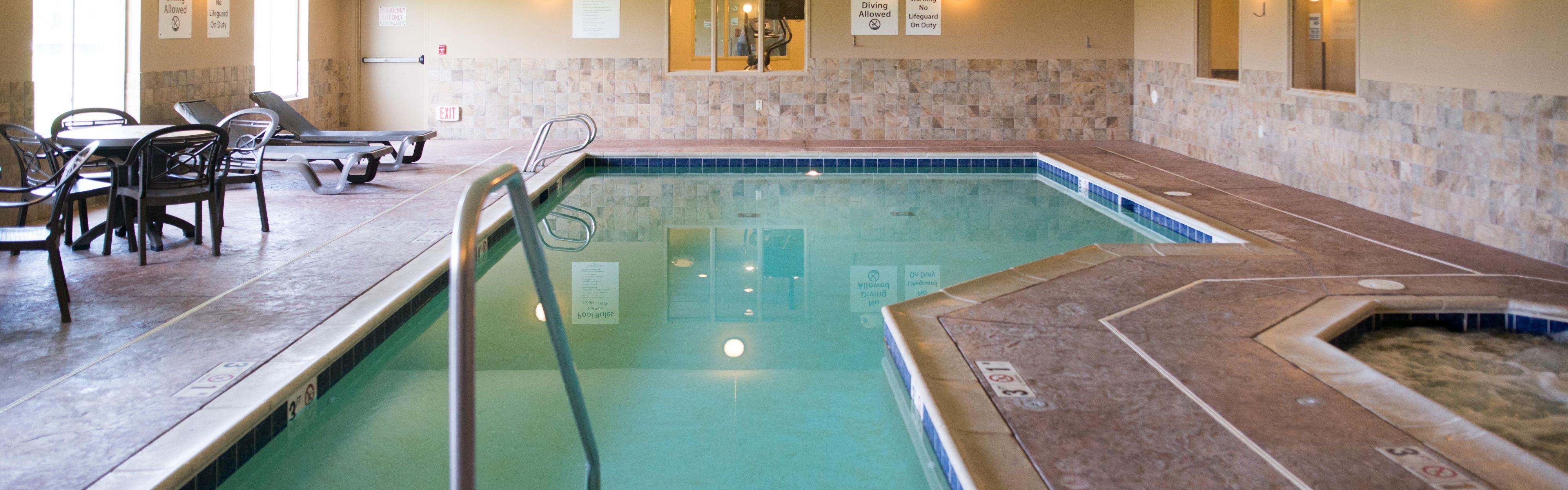 Holiday Inn Express & Suites Northwood image 2