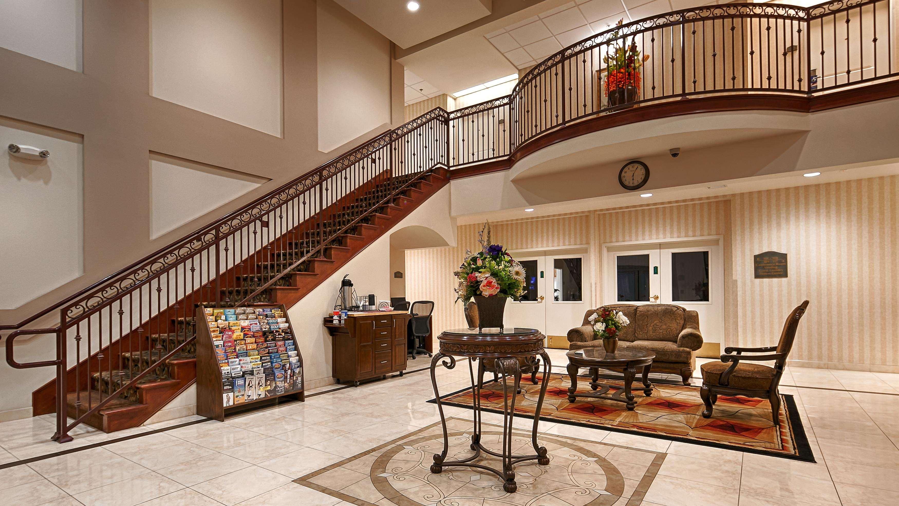 Best Western Plus Lake Elsinore Inn & Suites image 0