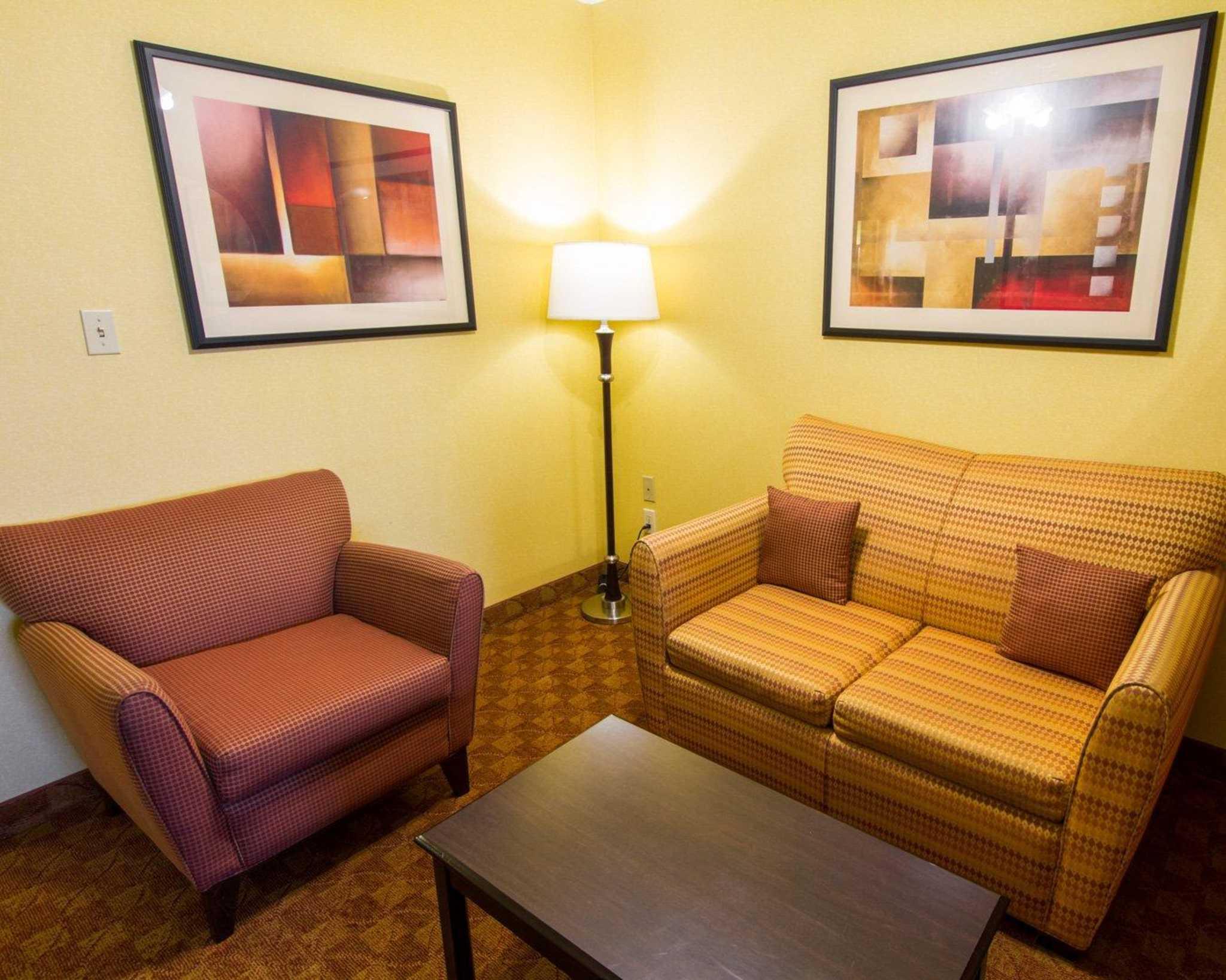 Comfort Suites Phoenix Airport image 20