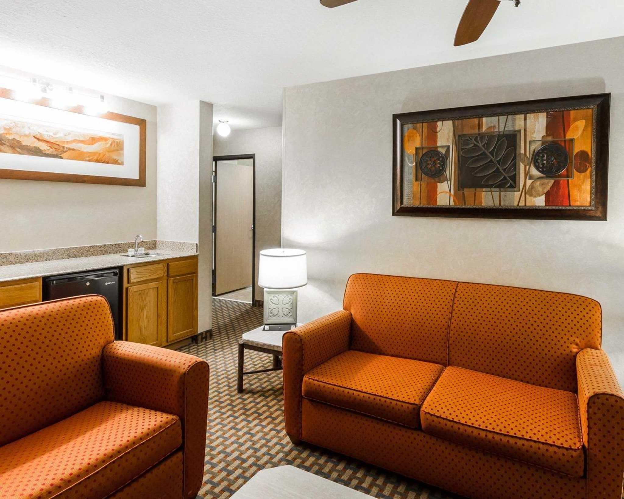 Quality Inn & Suites Surprise Near Sun City West image 30
