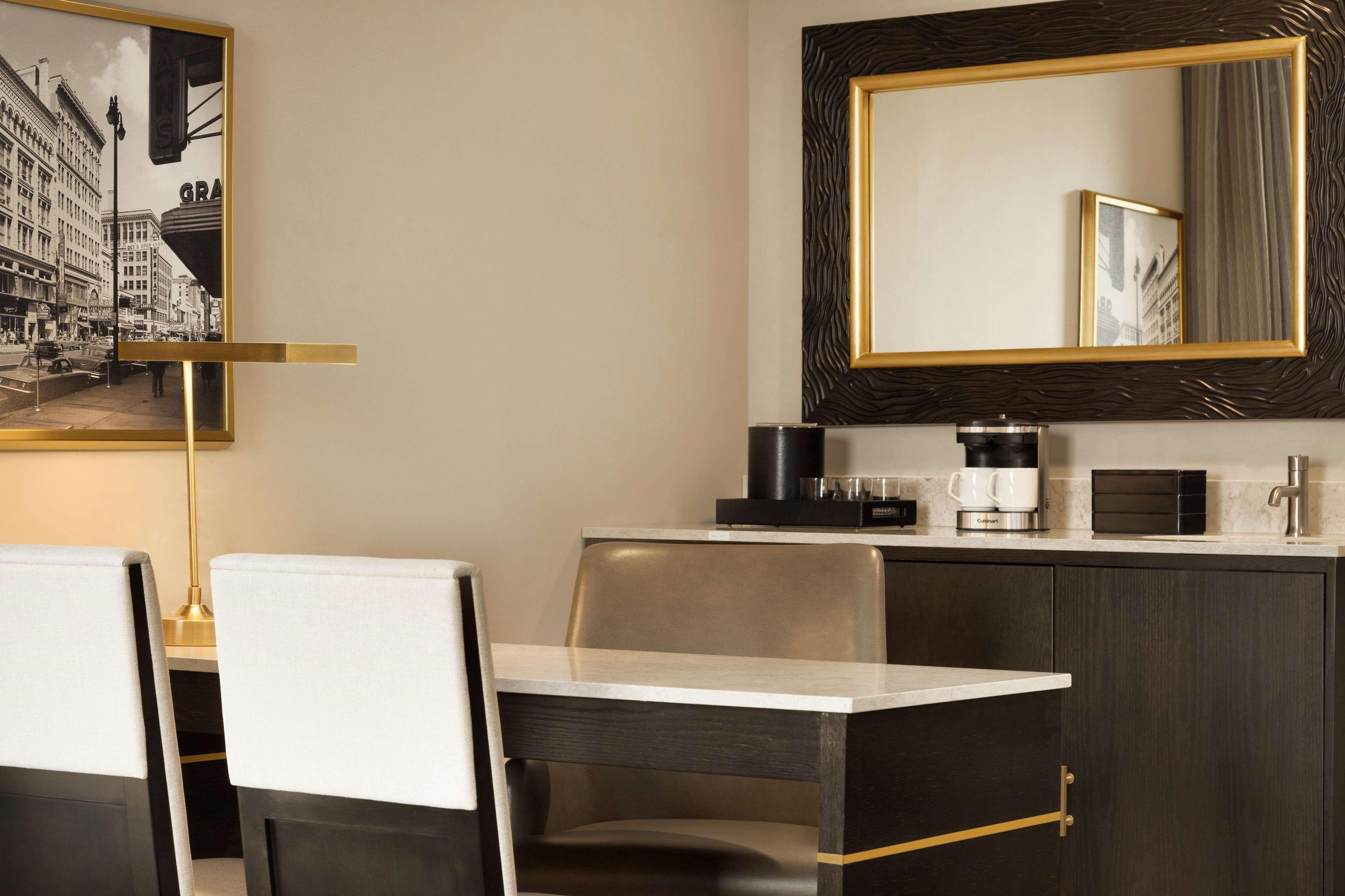 Embassy Suites by Hilton Syracuse Destiny USA image 7